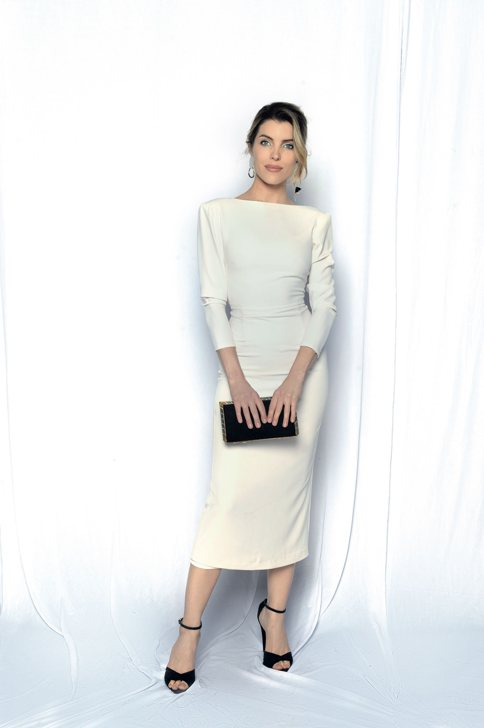 Josefina Scaglione by It Dress, con sandalias Ralph Lauren y clutch vintage. Foto: Diego García/GENTE
