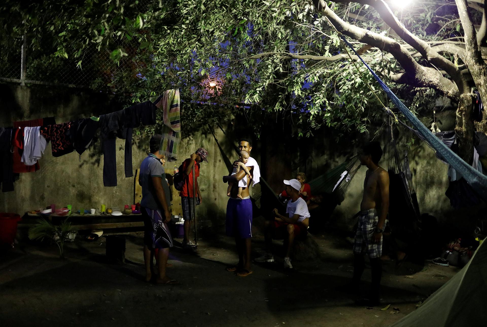 Los venezolanos tratan de sobrevivir como pueden (REUTERS)