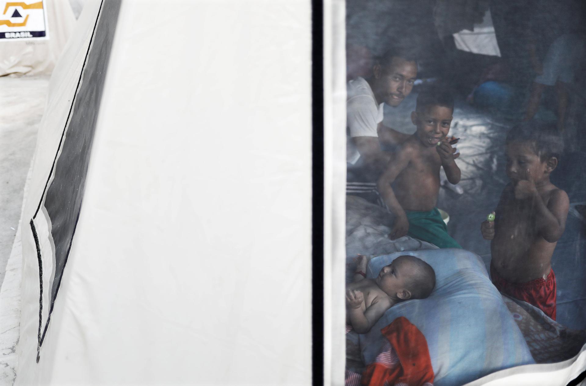 Las carpas para refugiados están colapsadas (REUTERS)