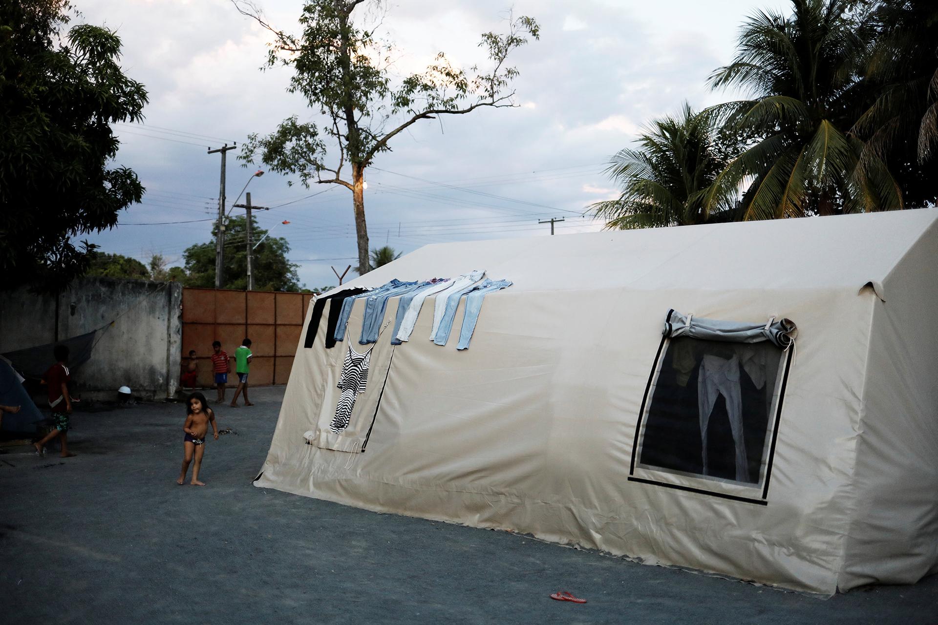 Miles de venezolanos viven como pueden en Brasil (REUTERS)