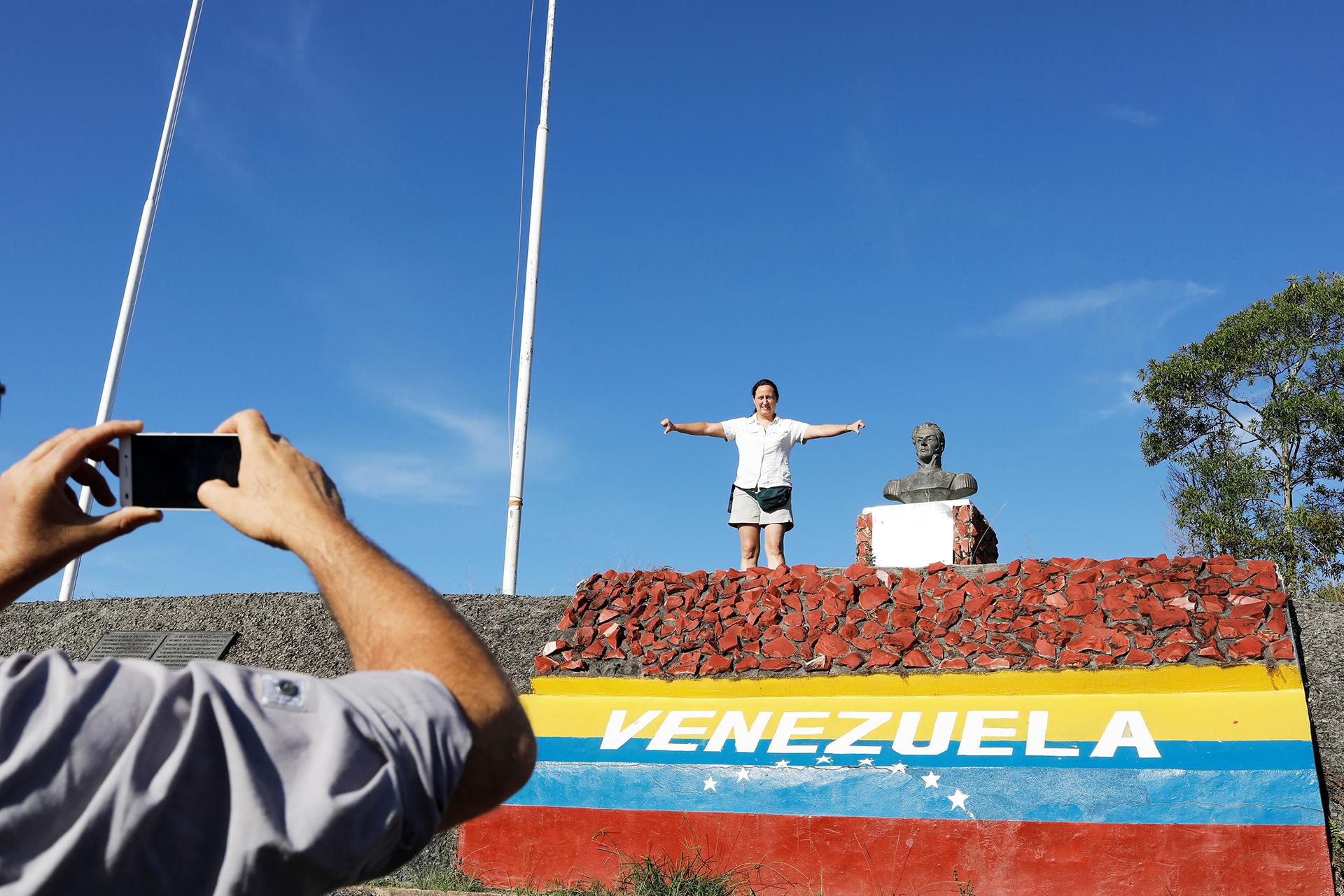 Miles de personas dejan Venezuela (REUTERS)