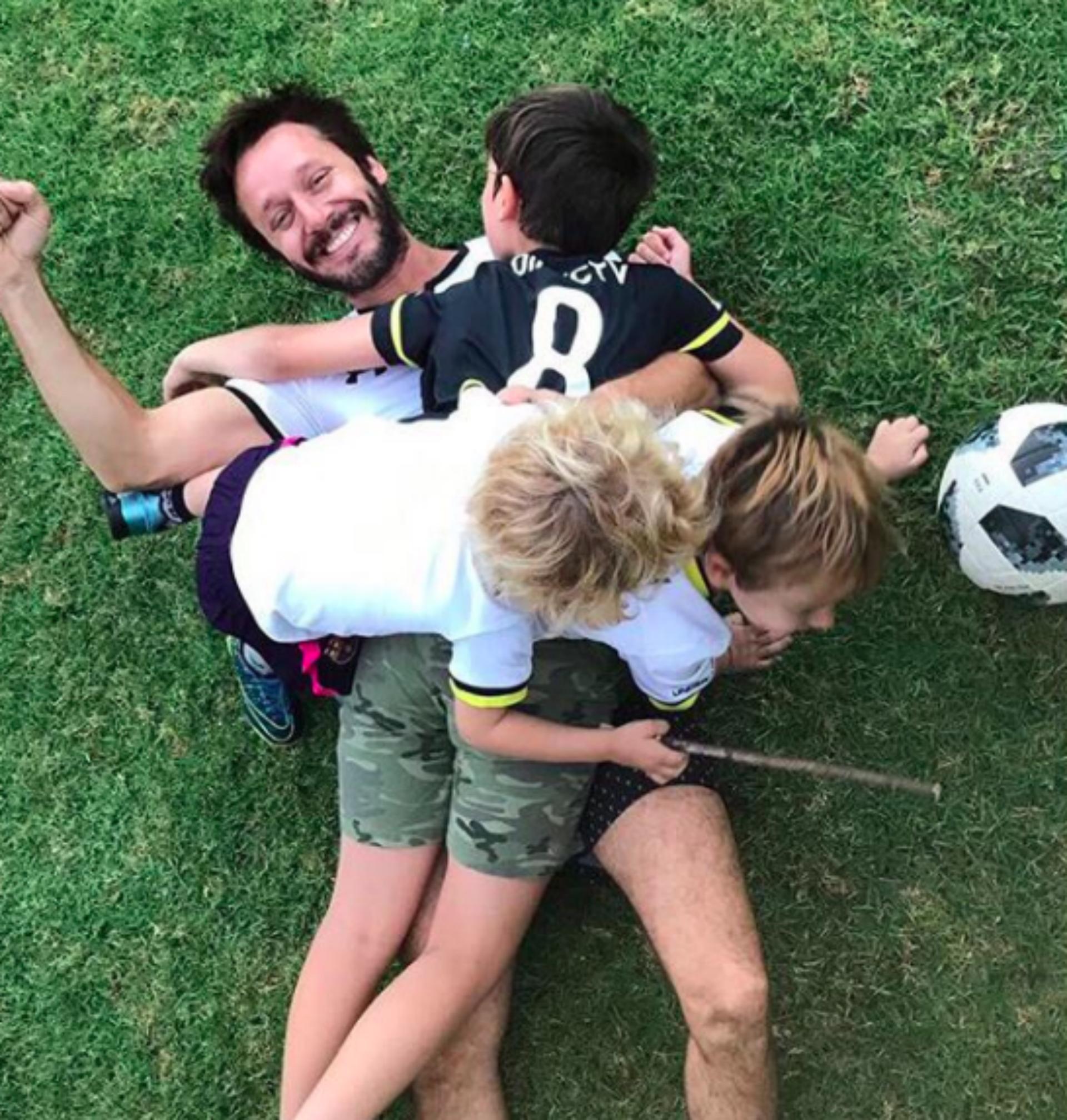 El actor junto a Bautista, Benicio y Beltrán. (Foto: Instagram)