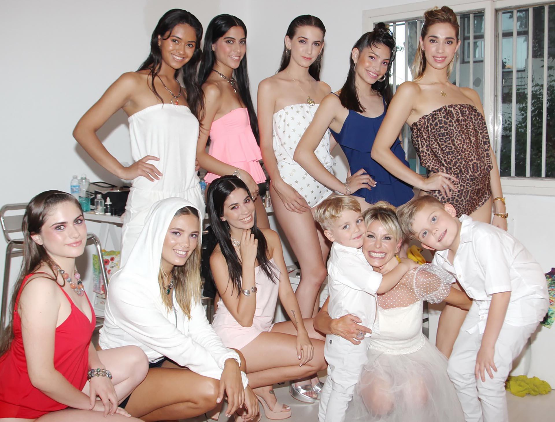 Jimena Cyrulnik con sus modelos y con sus hijos, Calder y Tyron