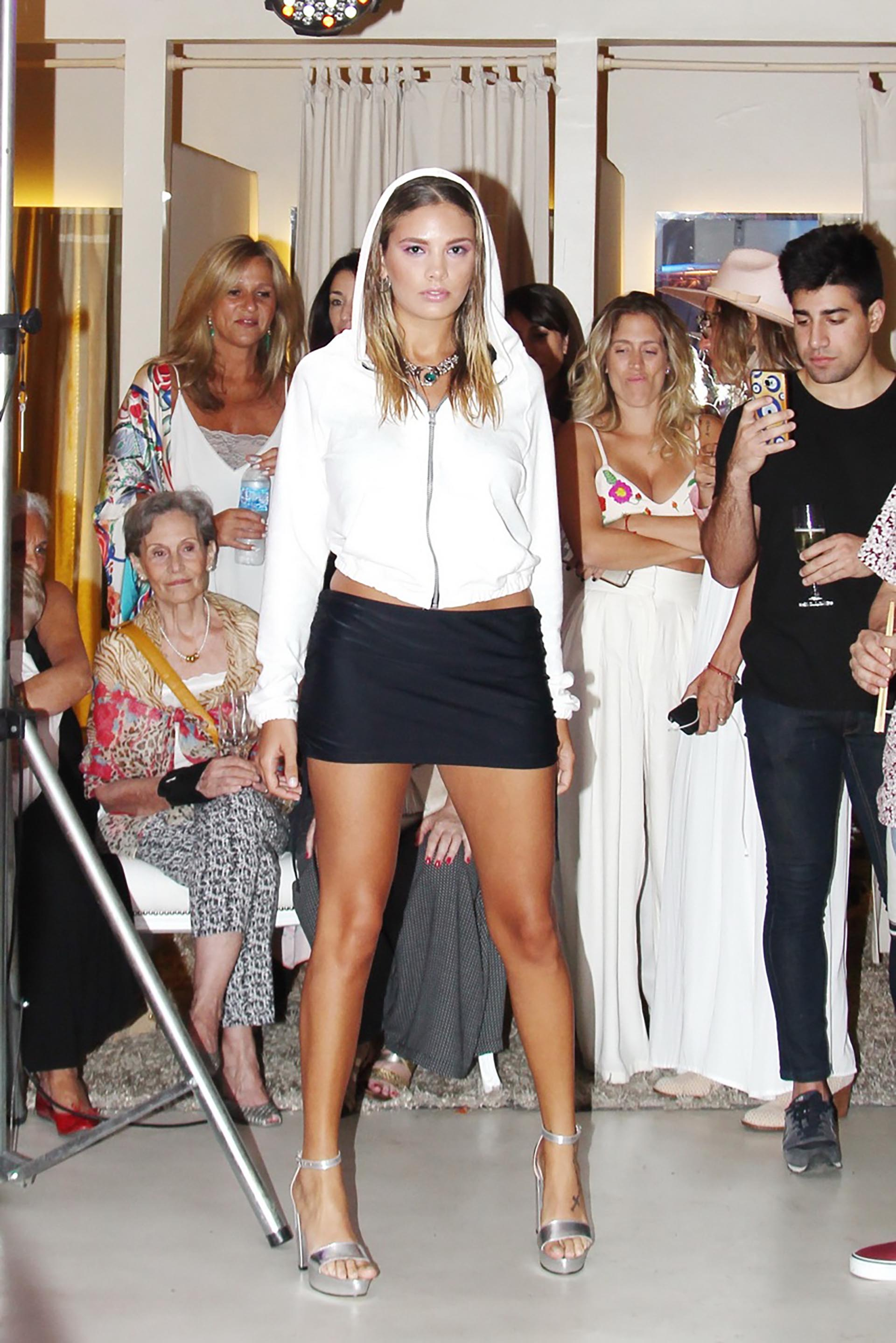 Jimena Cyrulnik lanzó su nueva línea de trajes de ropa
