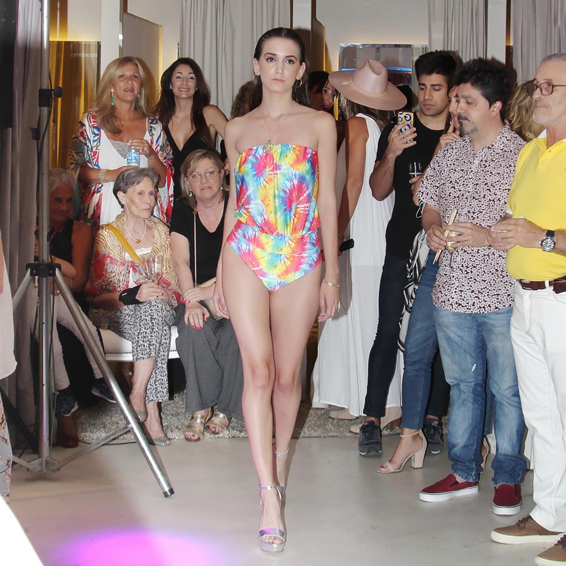 Jimena Cyrulnik lanzó su nueva línea de trajes de trajes de baño