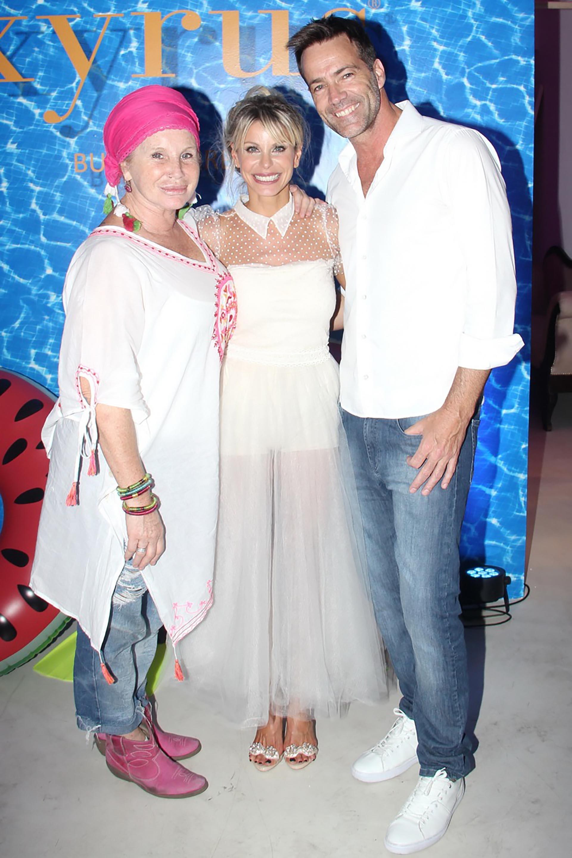 La diseñadora Celina González Balcarce, Jimena Cyrulnik y Tommy Dunster