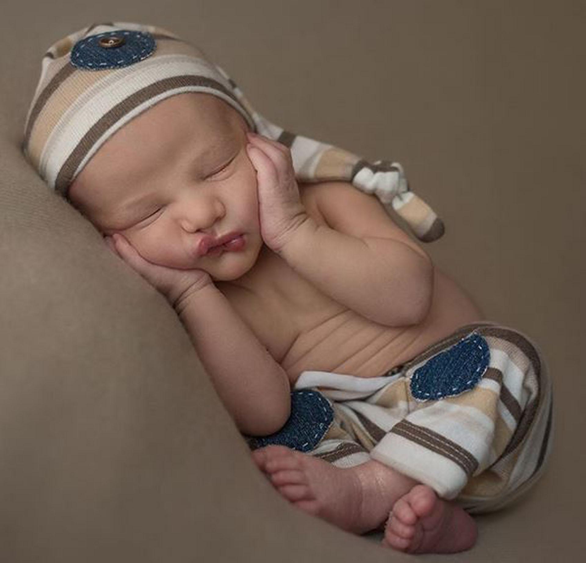 Aquí, muy tierno durmiendo