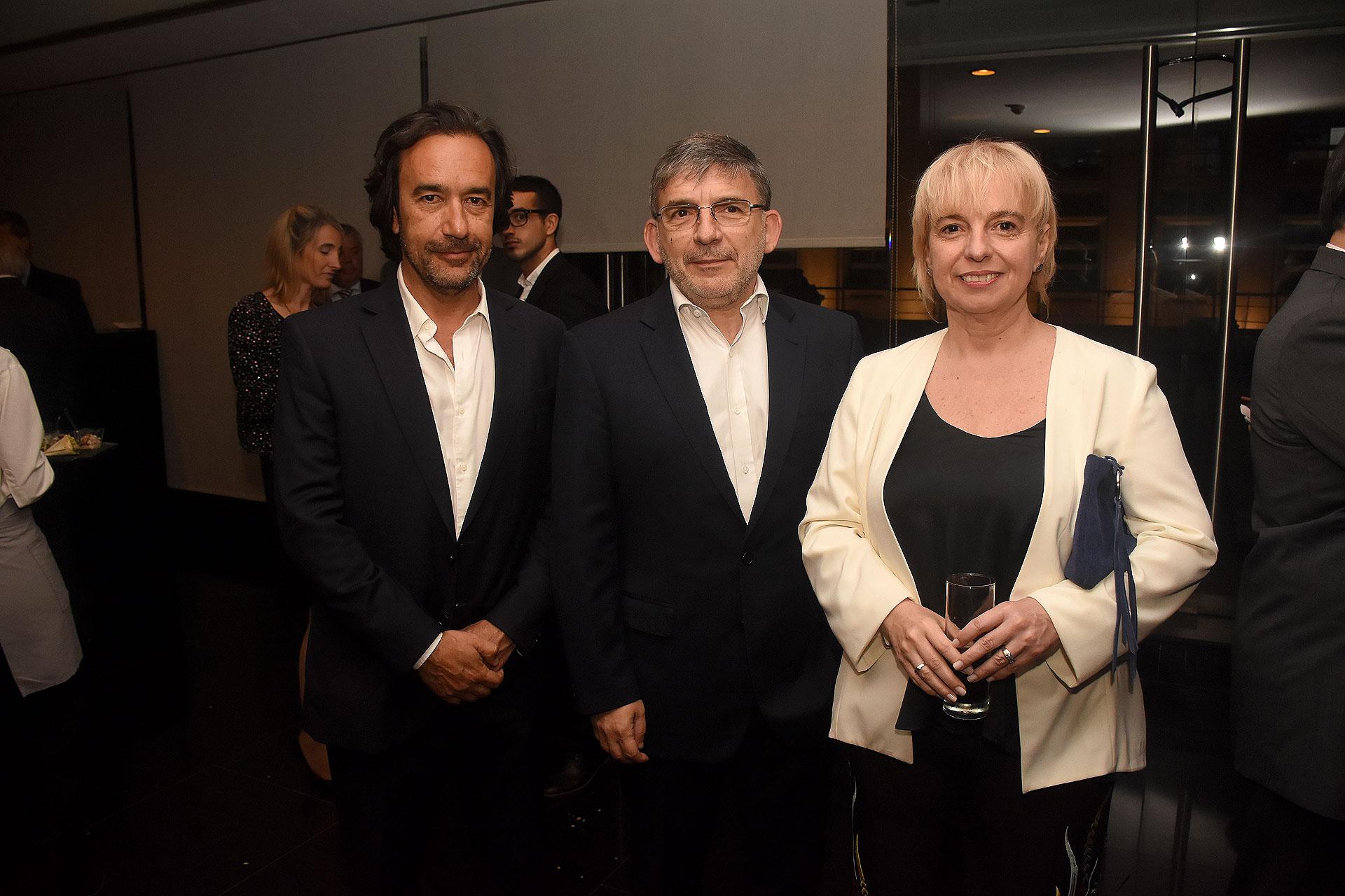 El secretario de Medios de la provincia de Buenos Aires, Mariano Mohadeb; el secretario de Comunicación Pública, Jorge Grecco, y Silvana Giúdice, directora de ENACOM