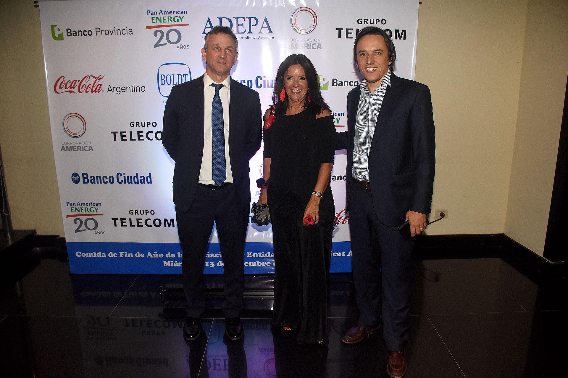 Fernán Saguier y José Del Río (La Nación) junto a Carolina Barros (Corporación América)