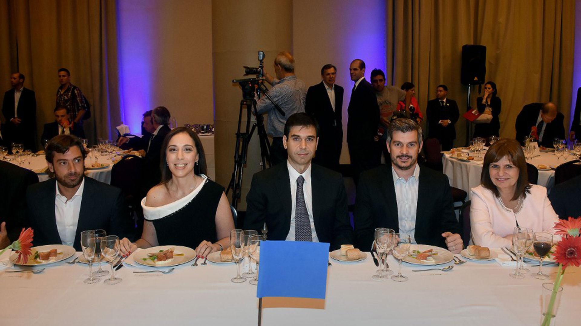 Federico Salvai, María Eugenia Vidal, Daniel Dessein, Marcos Peña y Patricia Bullrich en la mesa principal