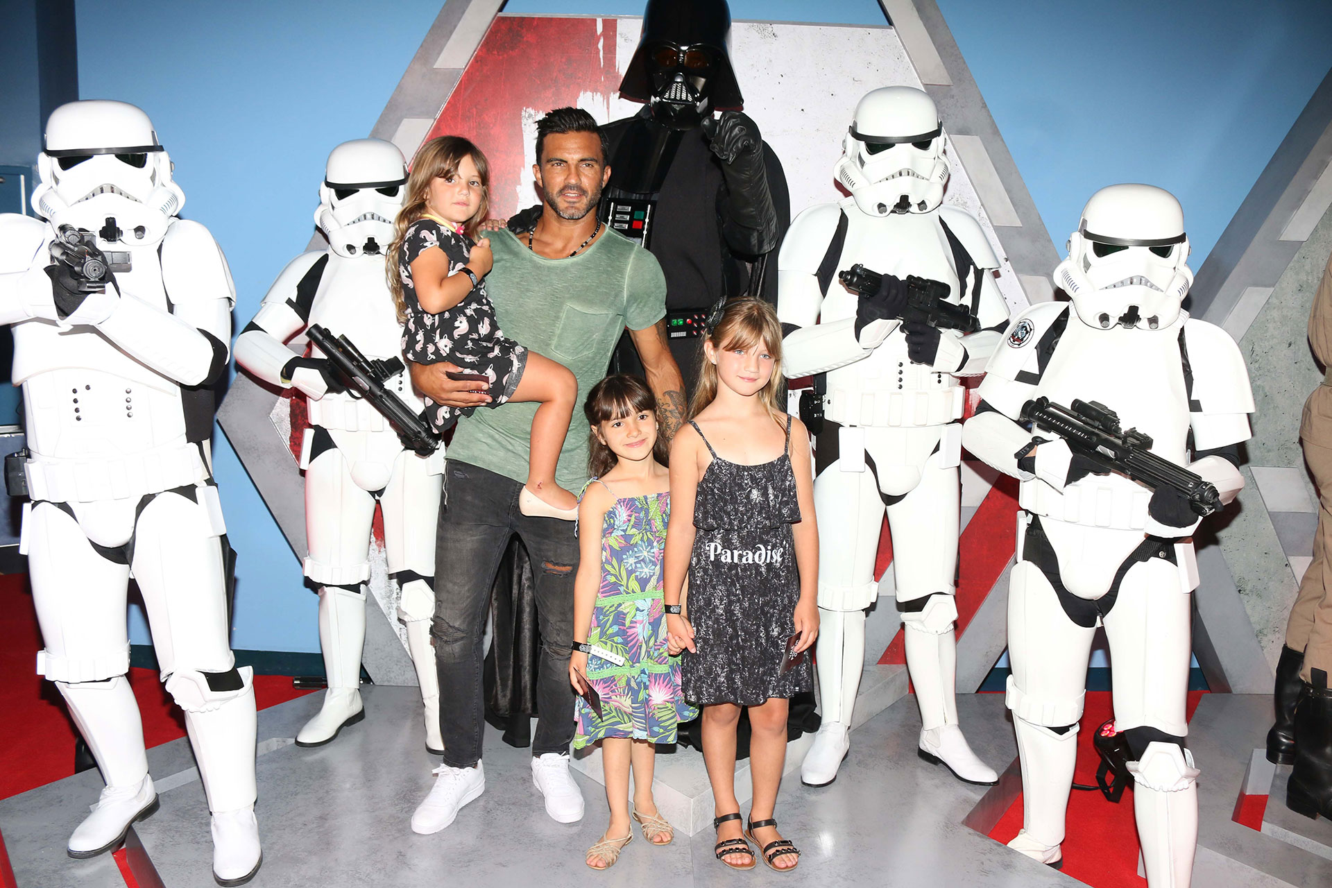 Fabián Cubero y sus hijas. Foto: Gentileza Disney