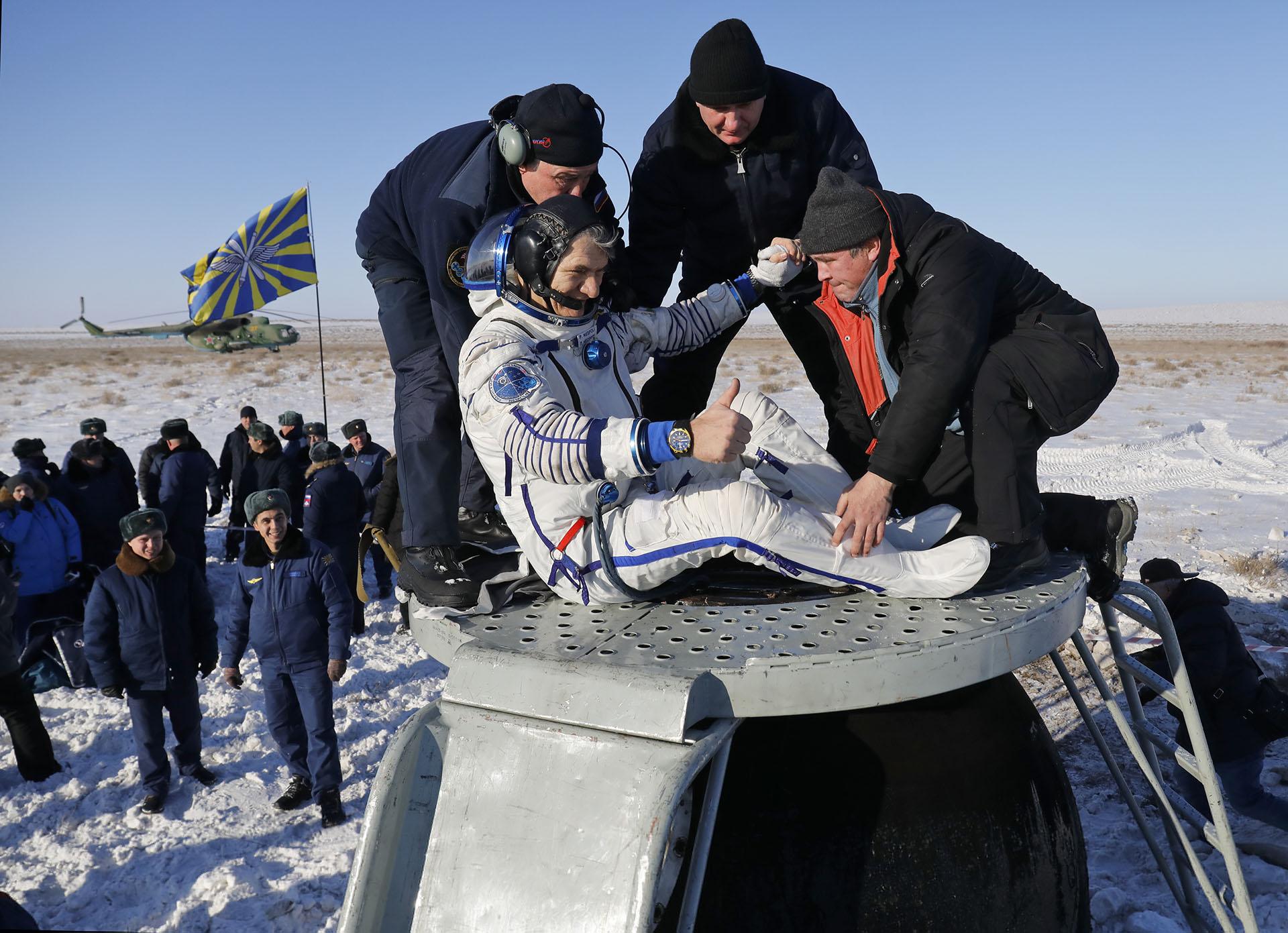 Riazanski, Bresnik y Nespoli retornaron a la Tierra después de cumplir una misión de 139 días en el espacio