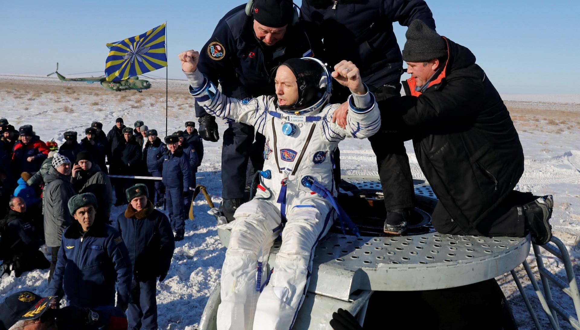 Era la segunda misión espacial de Sergey Riazanski y Randy Bresnik, que celebró su 50º cumpleaños a bordo de la ISS. Para el veterano Paolo Nespoli, de 60 años, se trató de su tercer viaje al espacio