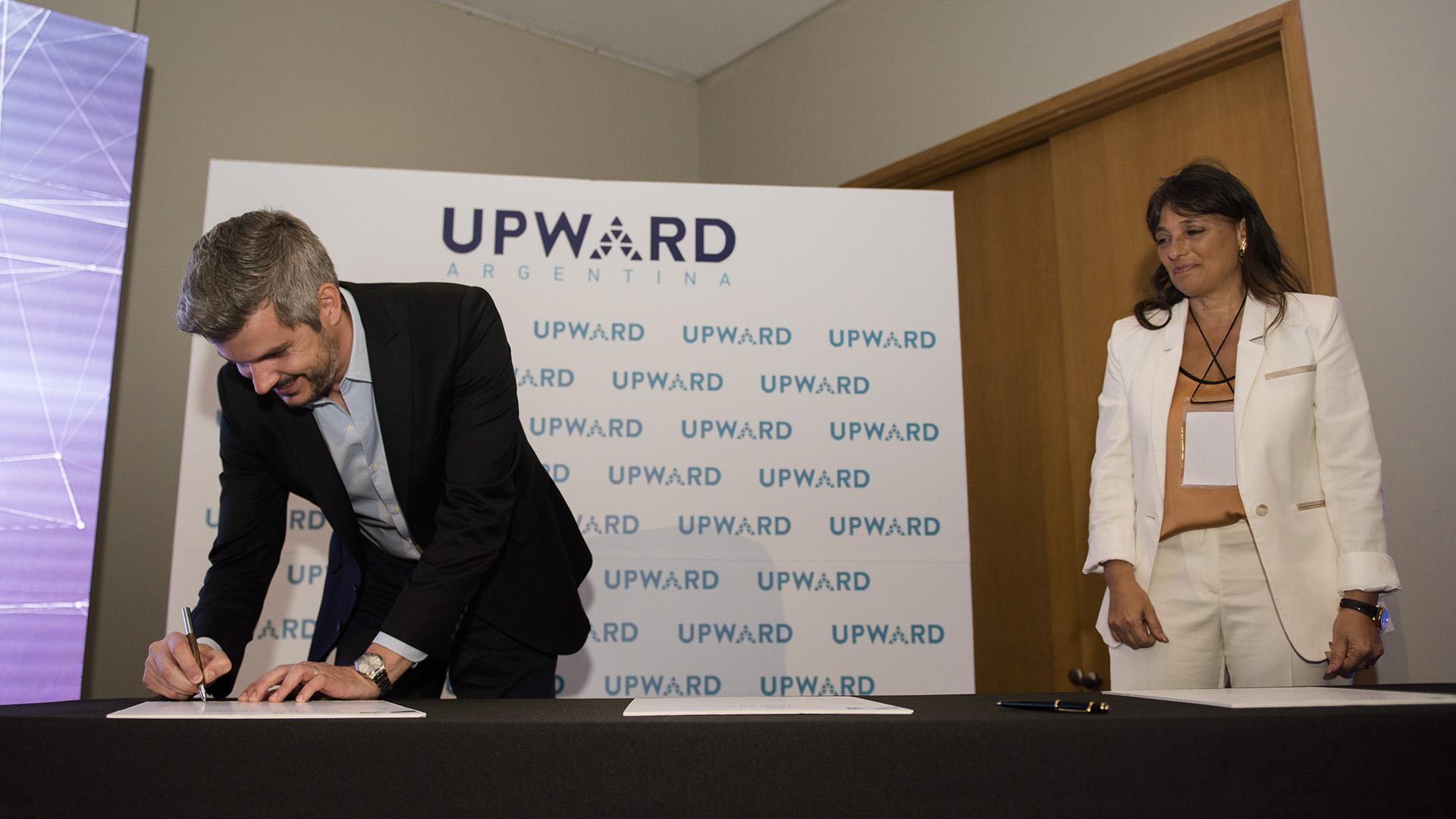 Marcos Peña y Viviana Zocco firma el compromiso de Hombres Líderes para el Cambio