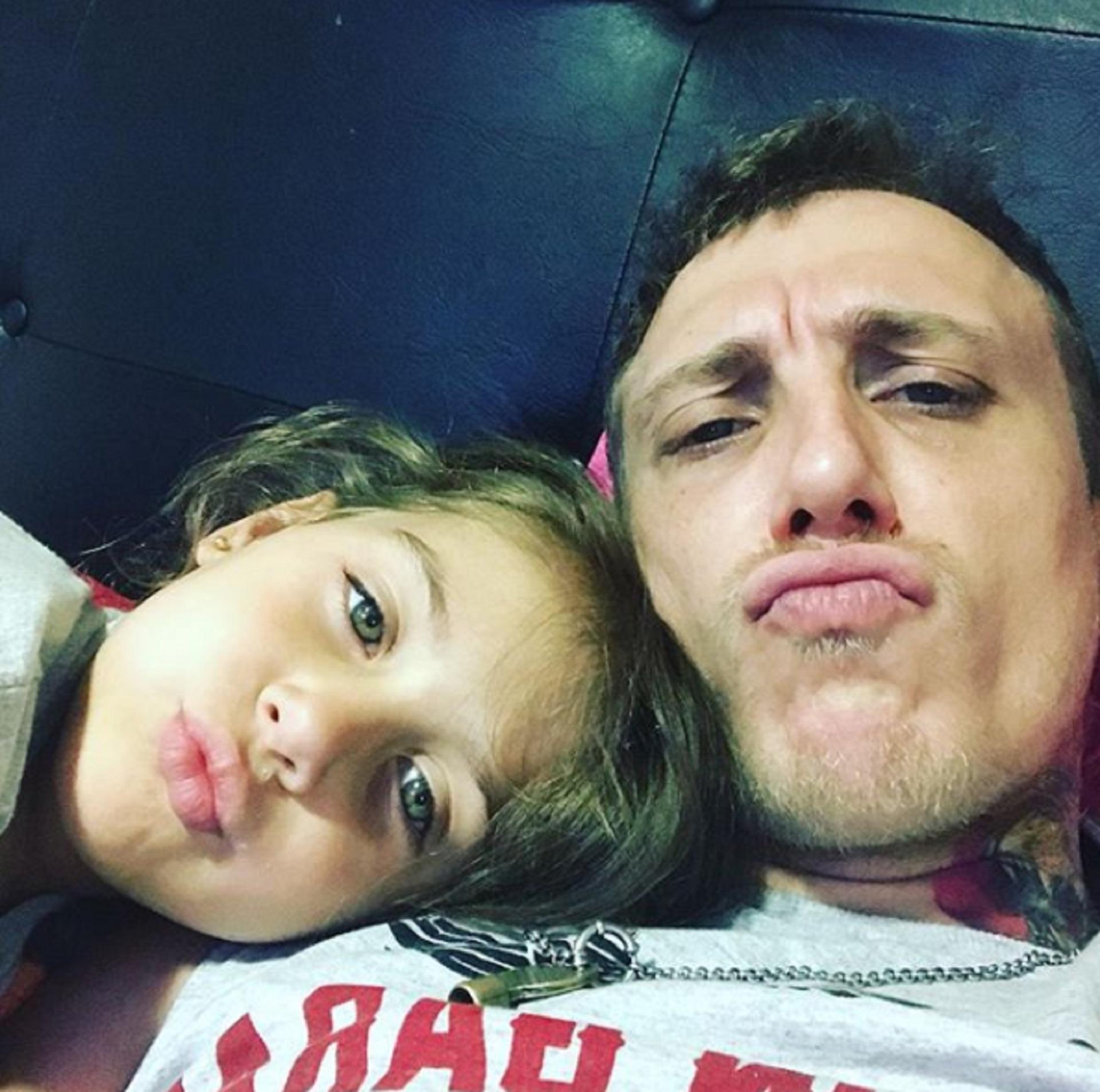 El cantante junto a su hija Alma (Foto: Instagram @elpolaco_oficialsolyalma)