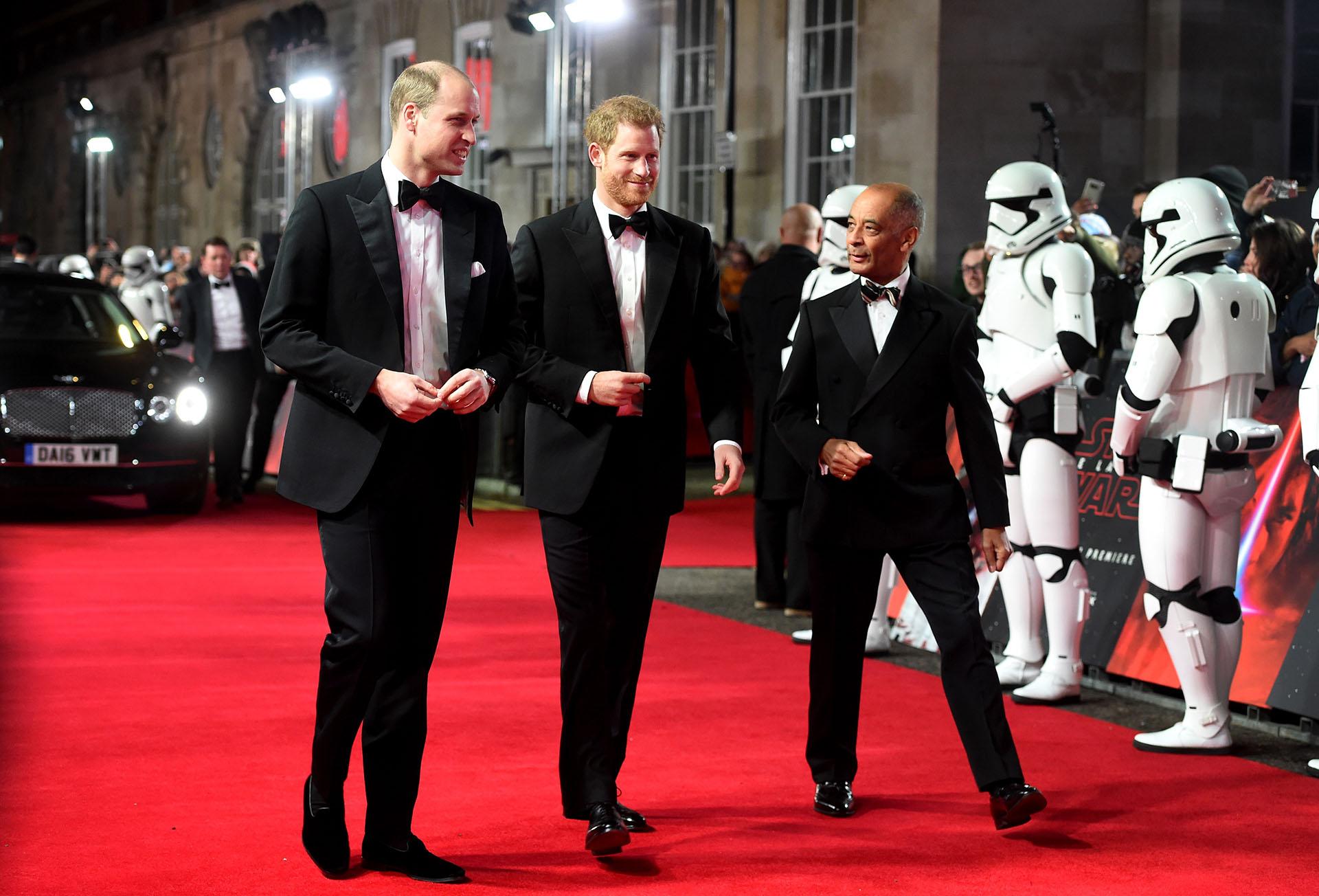 """La llegada de los príncipes William y Harry a la premiere europea de """"Star Wars: Los últimos Jedi' en el Royal Albert Hall"""