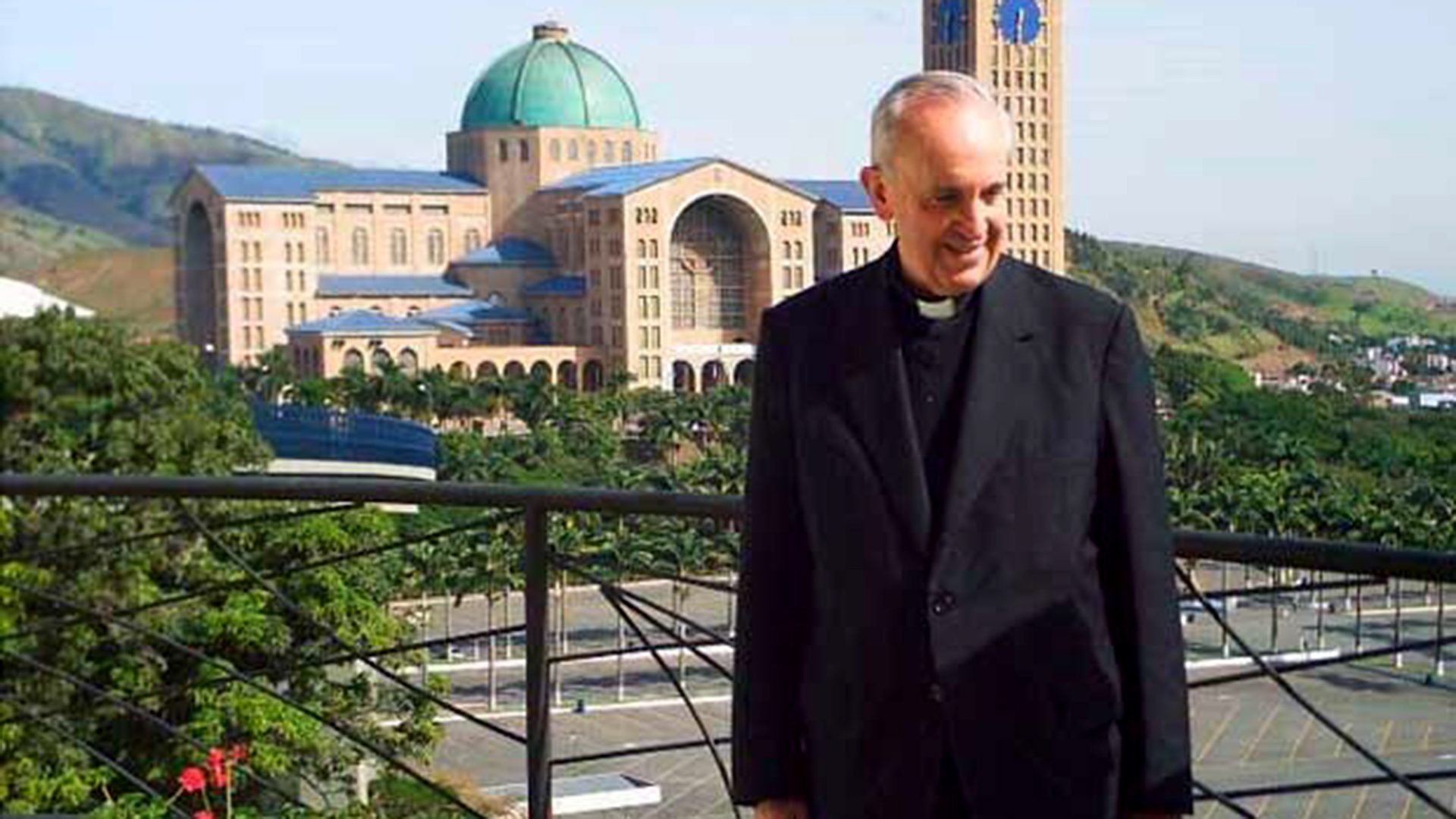 Jorge Bergoglio, cuando aún era cardenal arzobispo de Buenos Aires, en Aparecida, Brasil (2007)