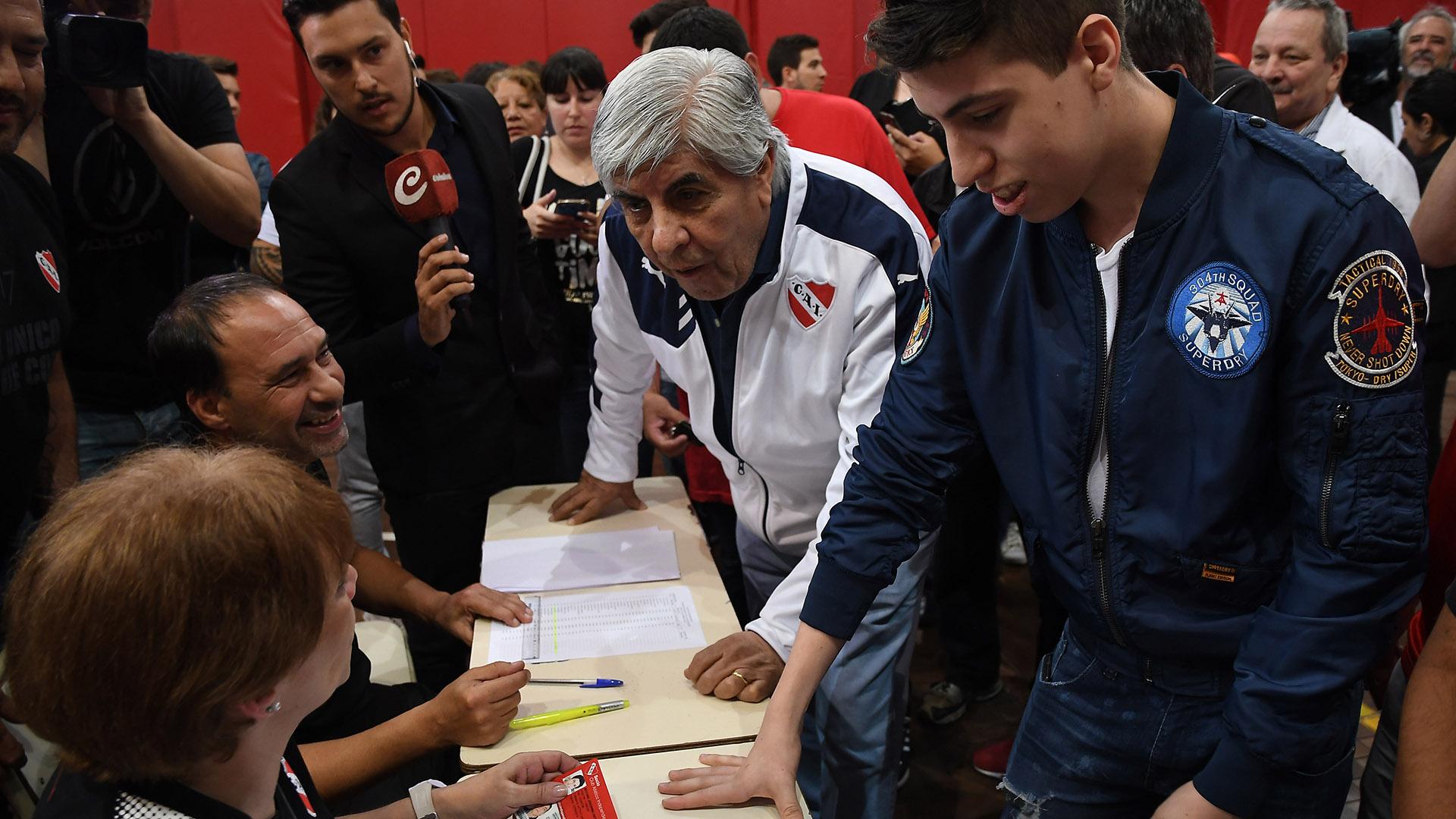 En el 2017 Hugo Moyano fue reelegido como presidente de Independiente (Telam)