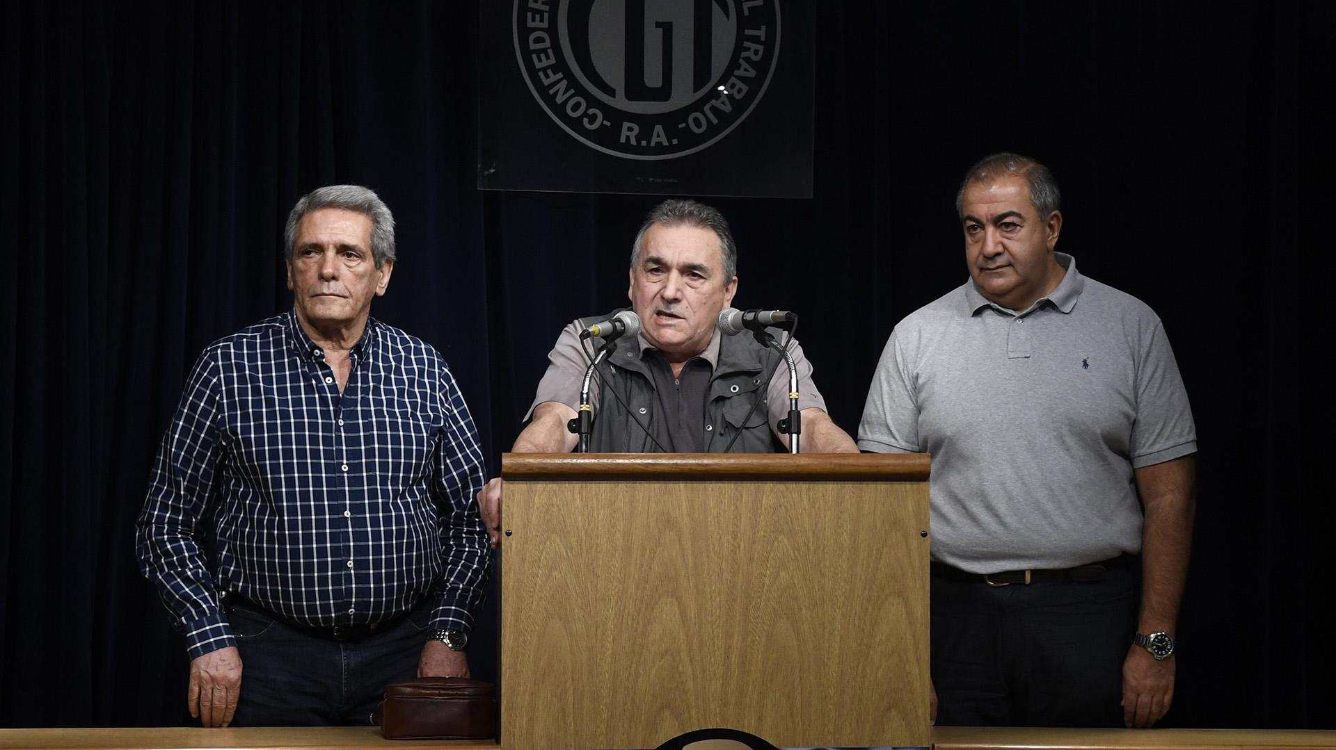 Los integrantes del triunvirato de la CGT: Carlos Acuña, Juan Carlos Schmid y Héctor Daer.