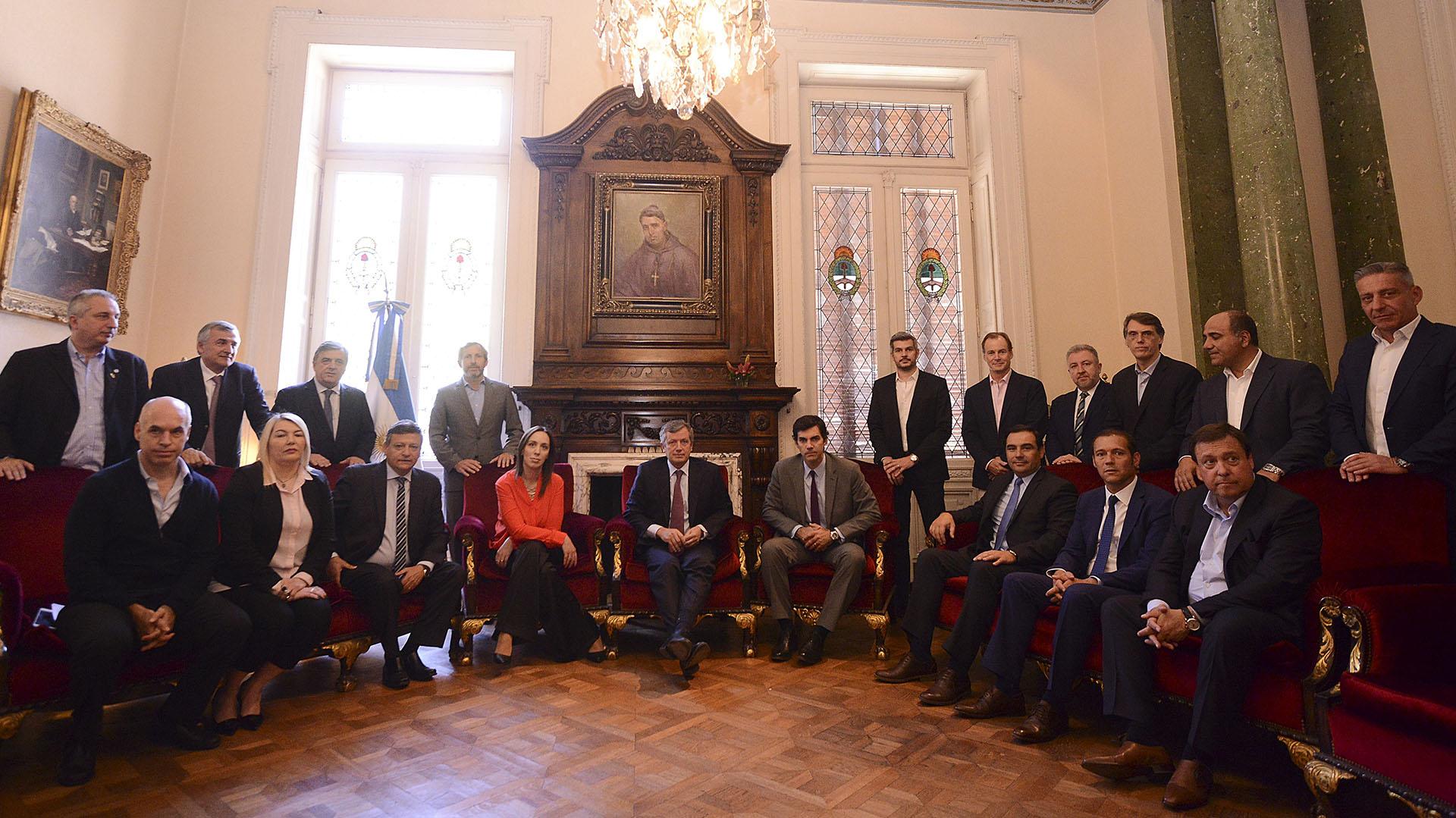 Macrireunido con los gobernadores, el jefe de Gabinete Marcos Peña y Rogerio Frigerio, ministro del Interior