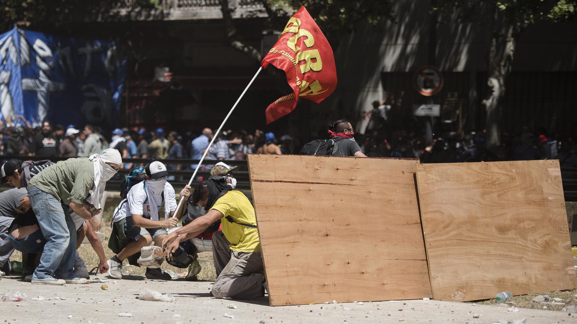 Gobierno del presidente Mauricio Macri - Página 13 Congreso-Marcha-Reforma-Previsional-Incidentes-111