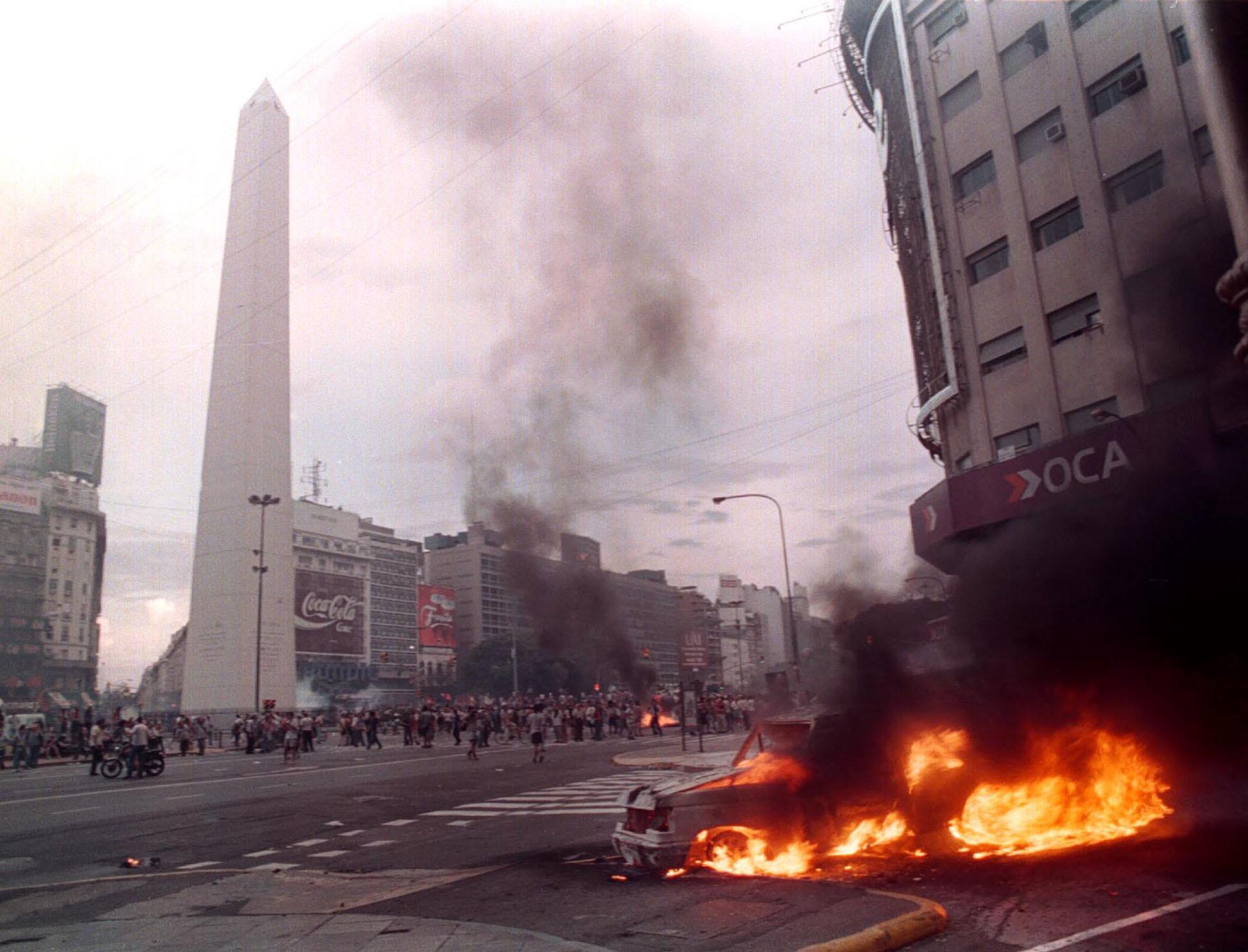 Postales del caos: el 19 y el 20 de diciembre quedaron grabados en la retina de los argentinos (NA)