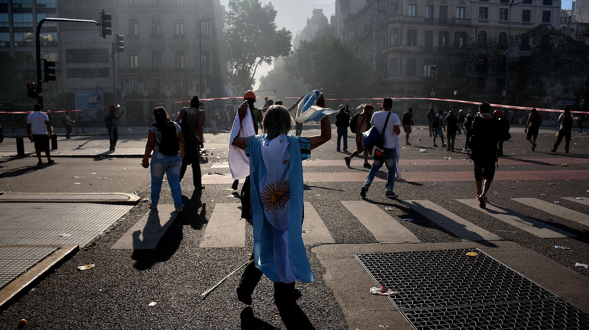 Cientos demanifestantesse enfrentaron el 14 de diciembre pasado contra la policía (Nicolás Stulberg)