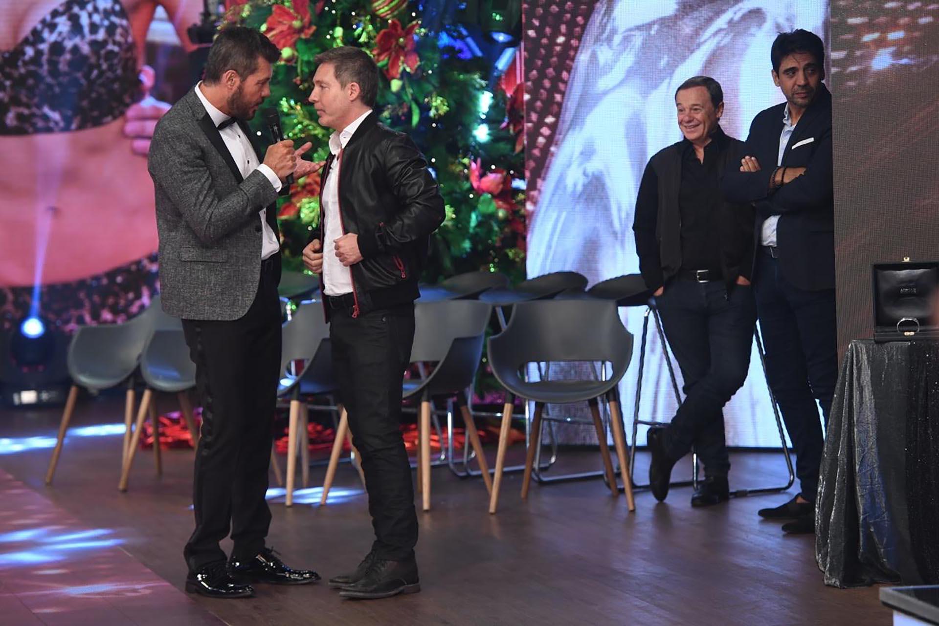 Marcelo Tinelli con Adrián Suar y detrás Pablo Codevilla y Coco Fernández