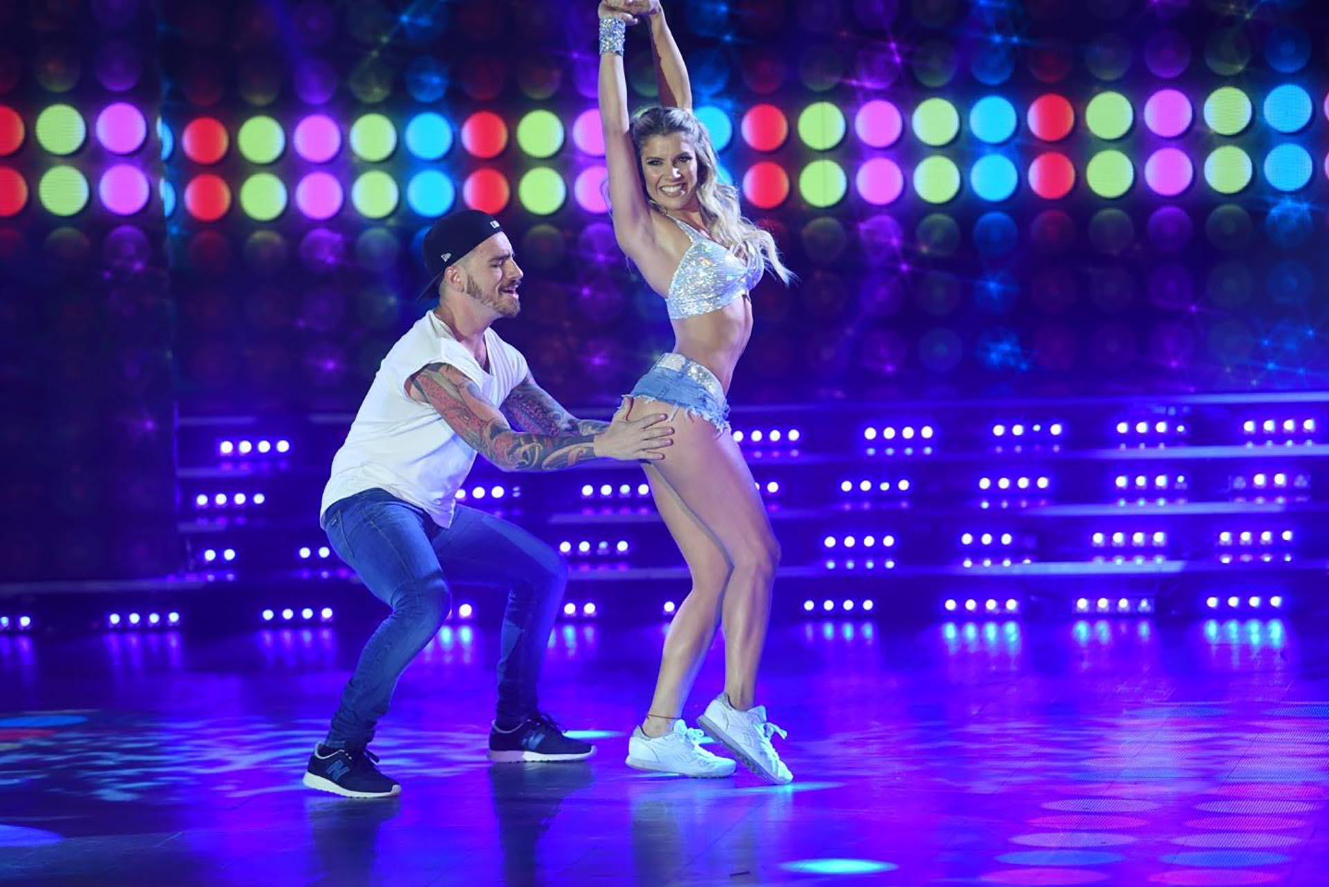 Fede Bal y Laurita Fernández bailando Cumbia Pop