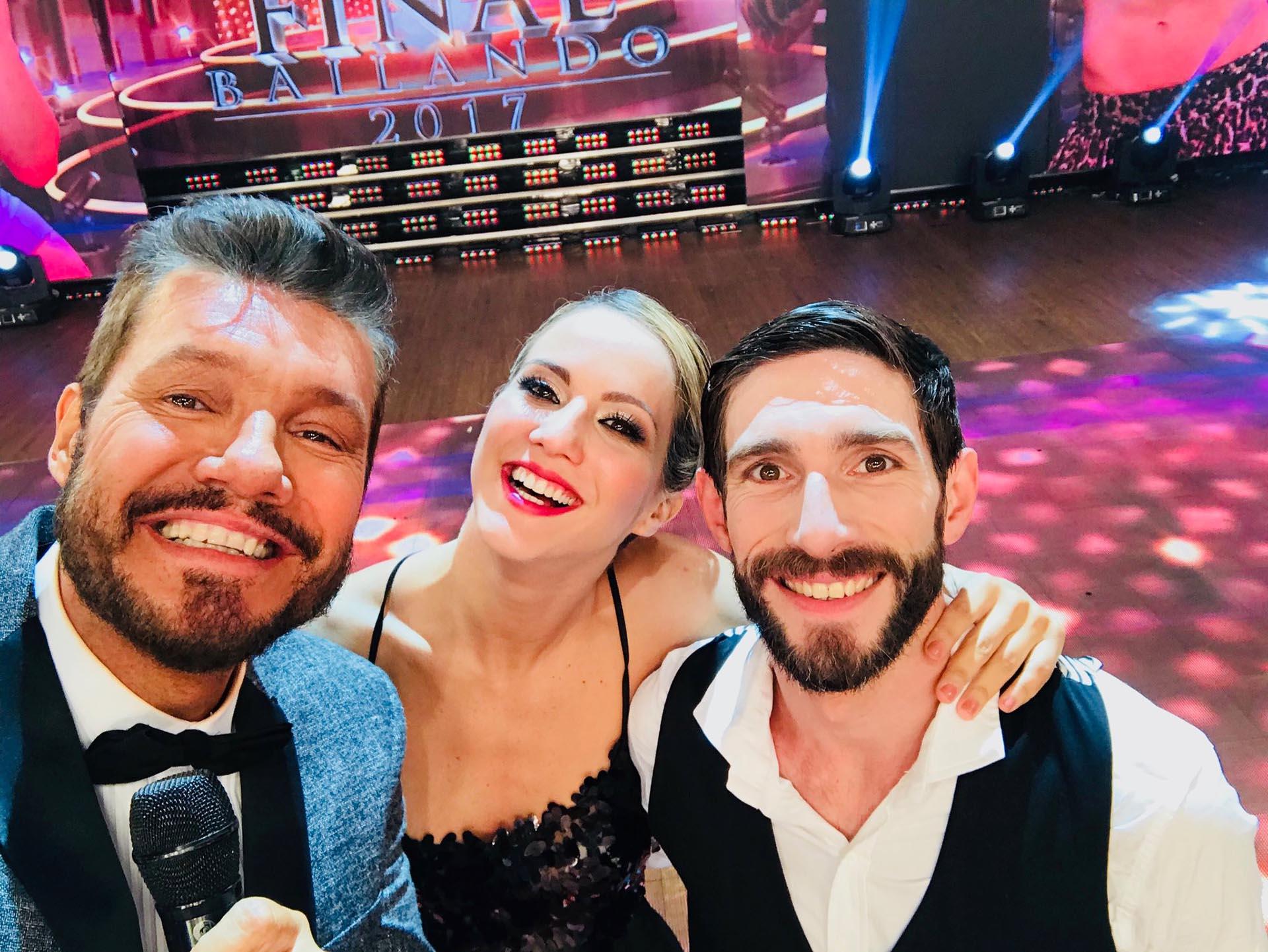 Selfie de Tinelli con Flor Vigna y Gonzalo Gerber