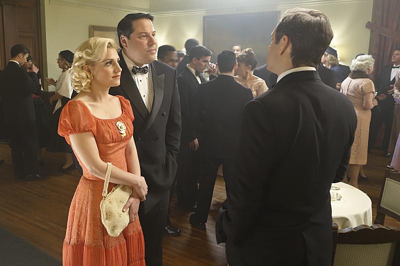 El actor Beau Bridges estaba contratado únicamente para el primer capitulo de la serie, pero los productores se impresionaron con su interpretacióny le pidieron que continuara.