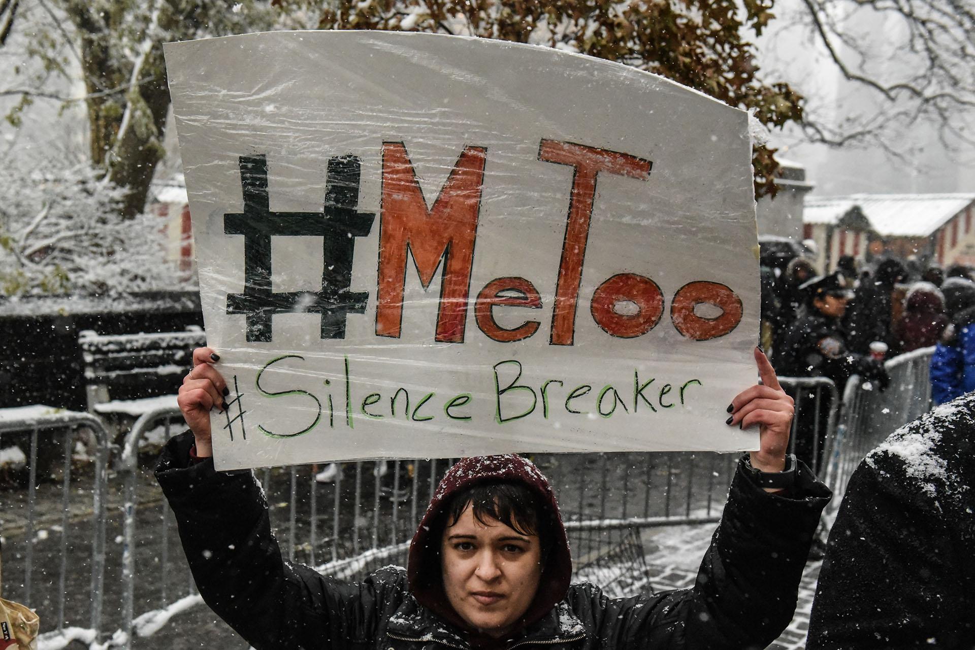 Luego del escándalo de Harvey Weinstein, la campaña #MeToo (yo también) logra que centenares de mujeres se animen a denunciar los abusos sexuales que sufrieron en su vida laboral