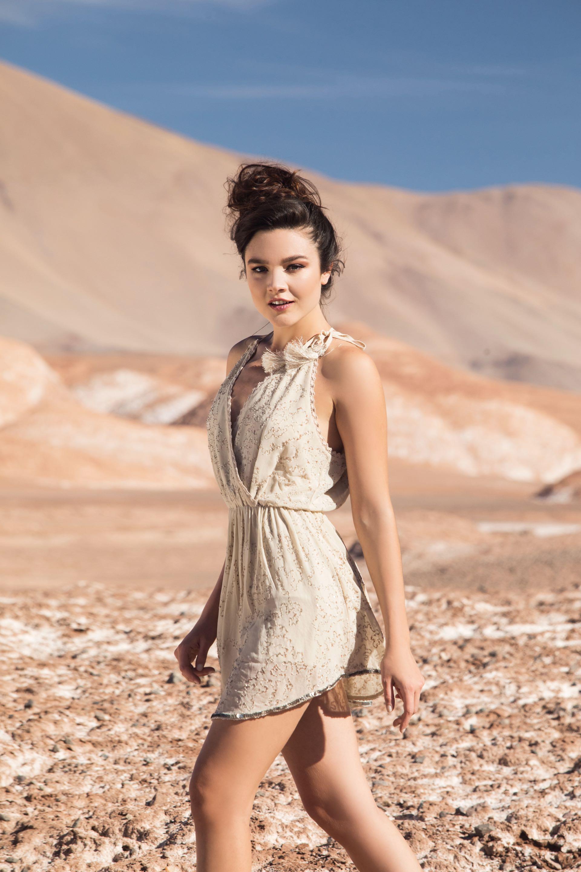 Vestido de crepé con escote cruzado ($ 6.900, Rapsodia).Foto Fernando Venegas/ Para Ti