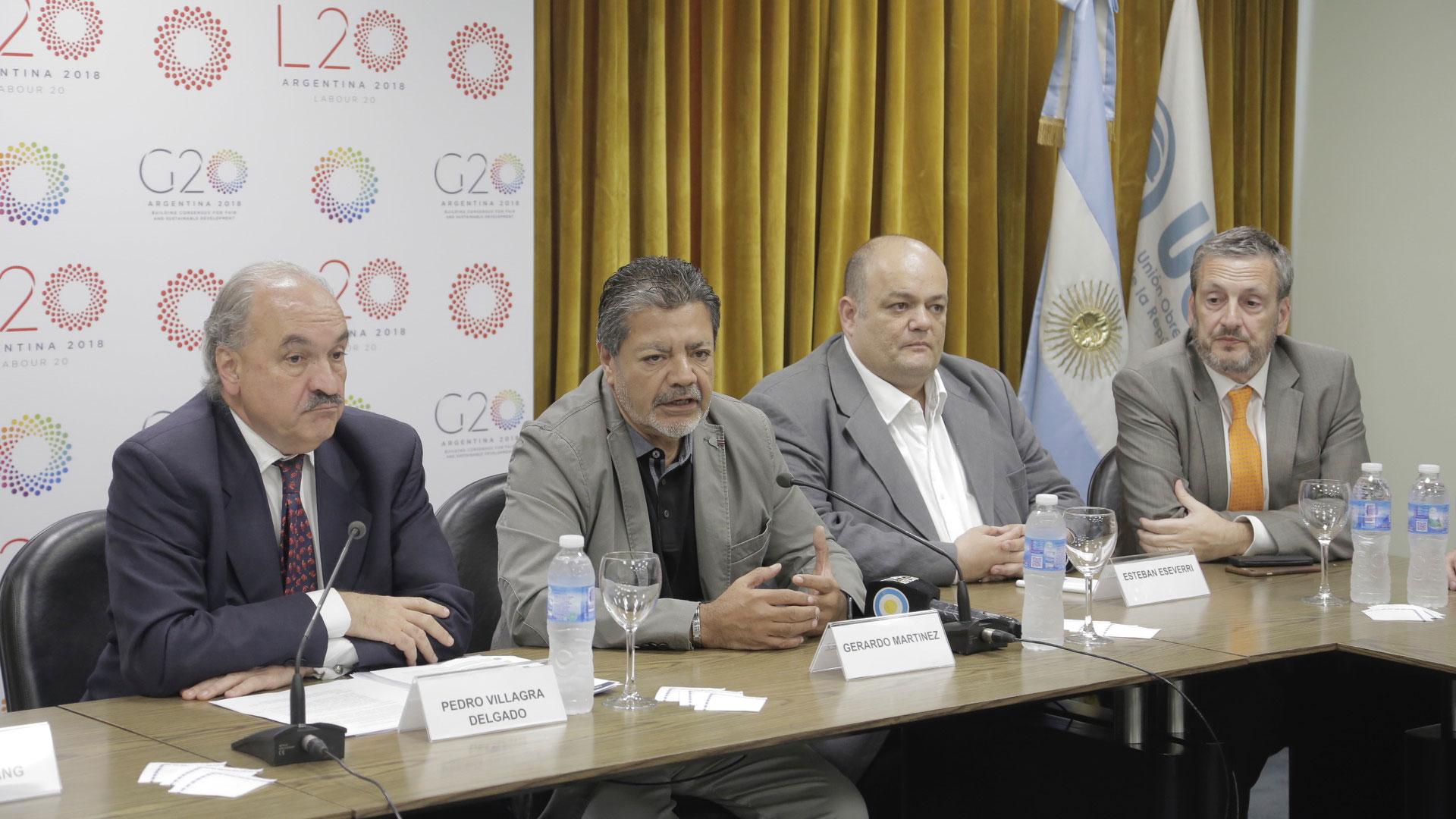 El sherpa argentino, Pedro Villagra Delgado; el presidente del L20, Gerardo Martínez; y el Sherpa del ministerio de Trabajo, Esteban Eseverri