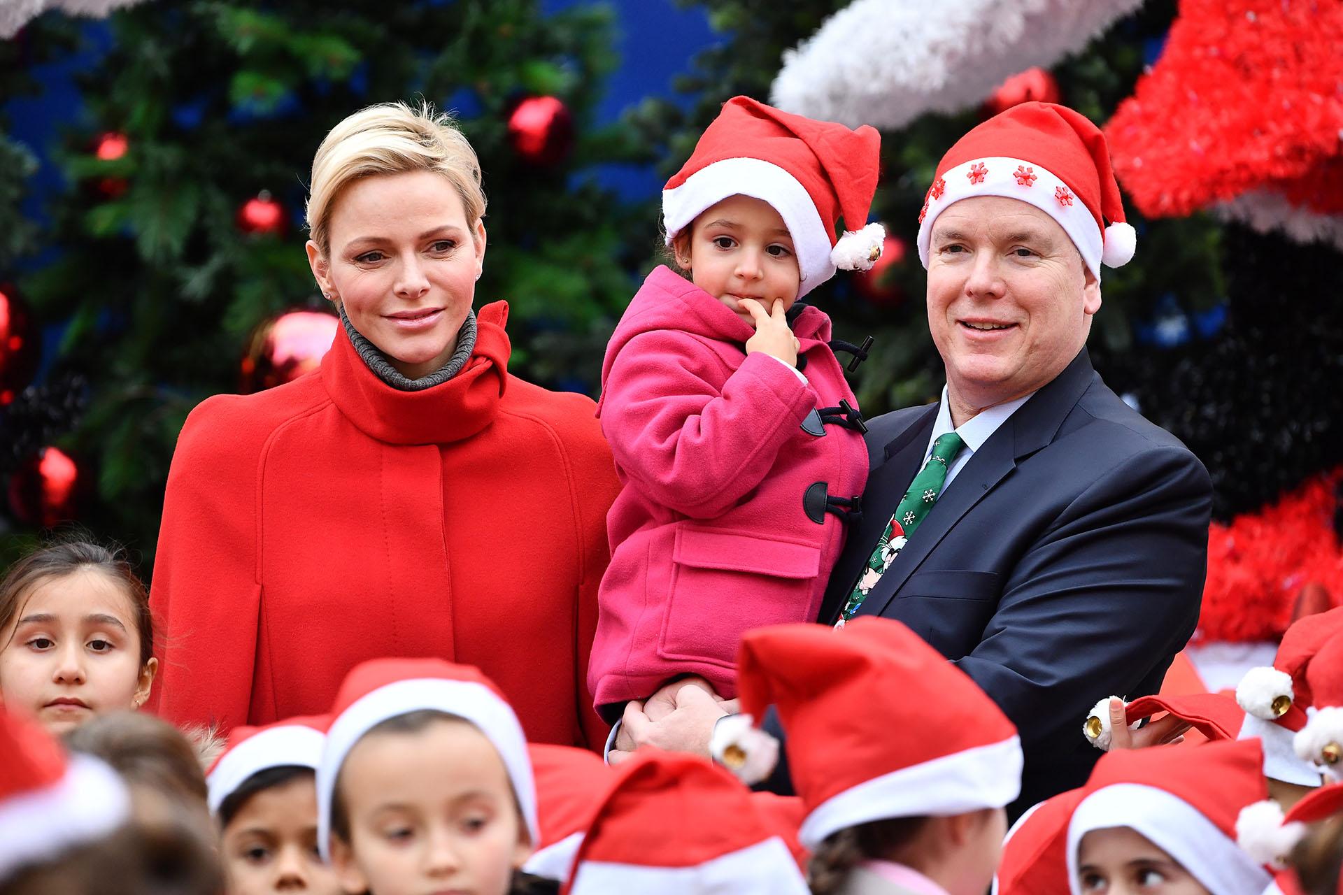 Como todos los años, Alberto y Charlene entregaron los regalos de Navidad a los niños del Principado