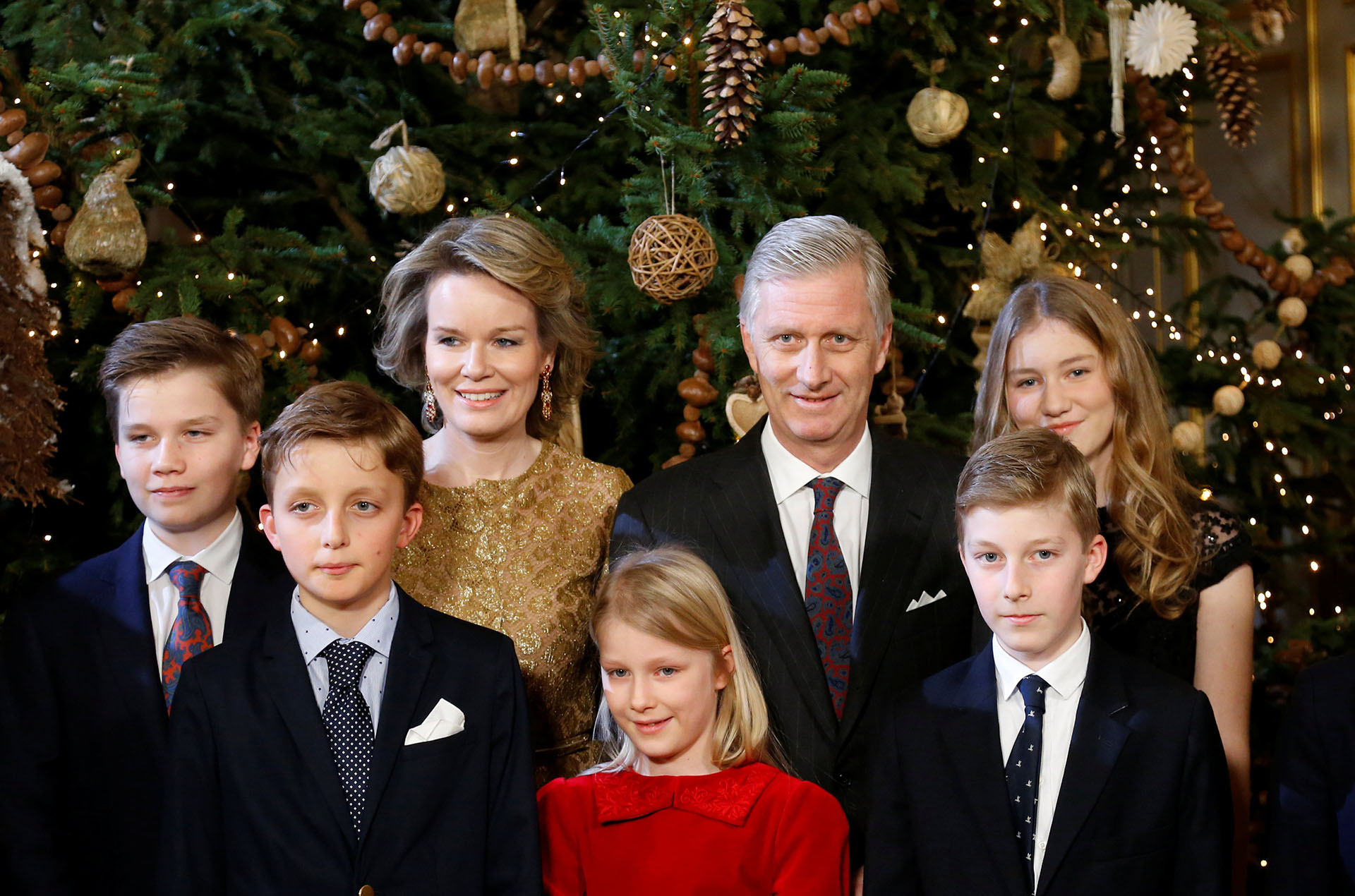 Los reyes Philippe y Mathilde posan junto a los príncipes Gabriel, Elisabeth, Eleonore, Emmanuel y Aymeric