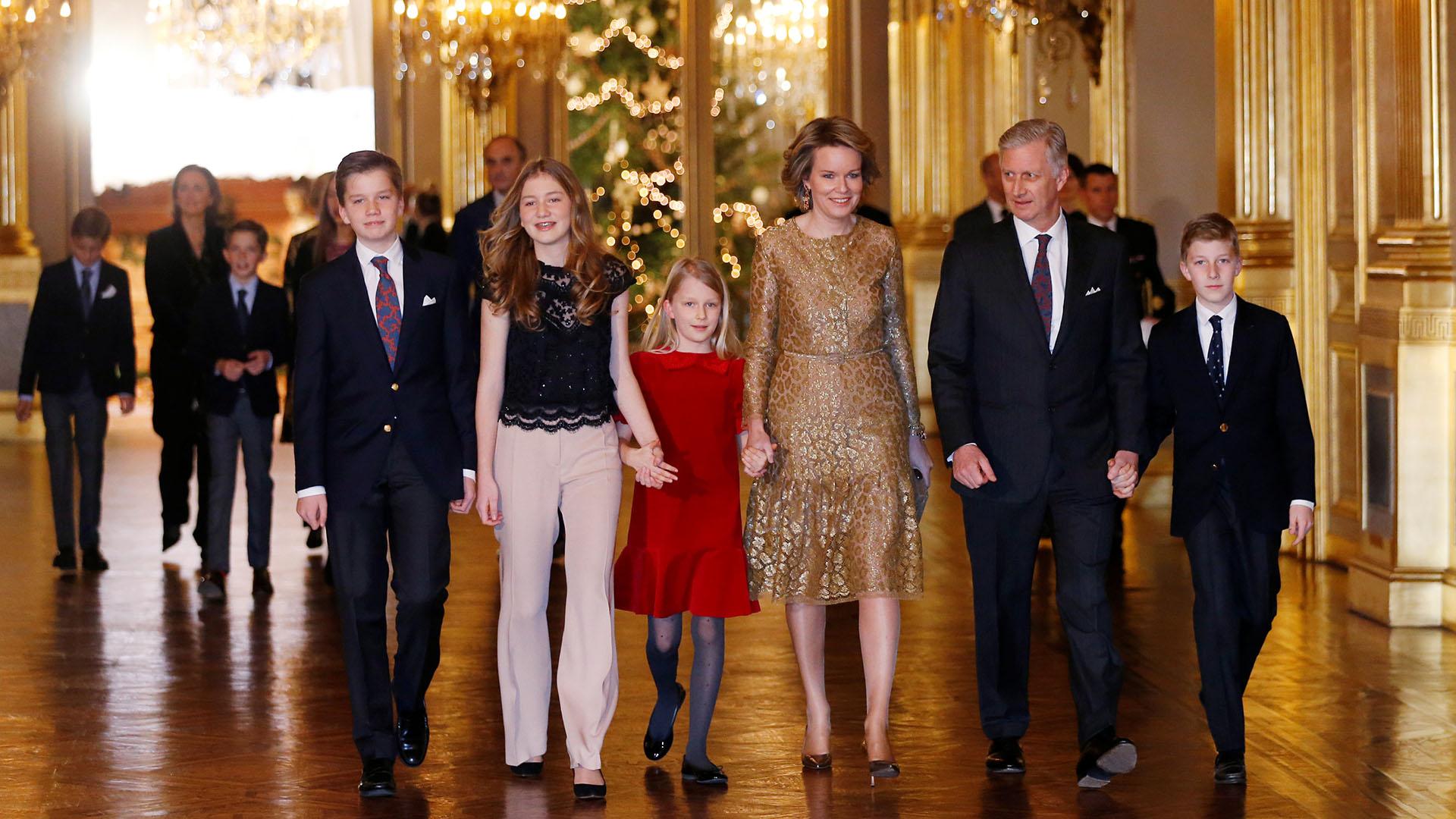 El rey Philippe junto a su mujer Mathilde y sus cuatro hijos: los príncipes Gabriel, Elisabeth, Eleonore y Emmanuel