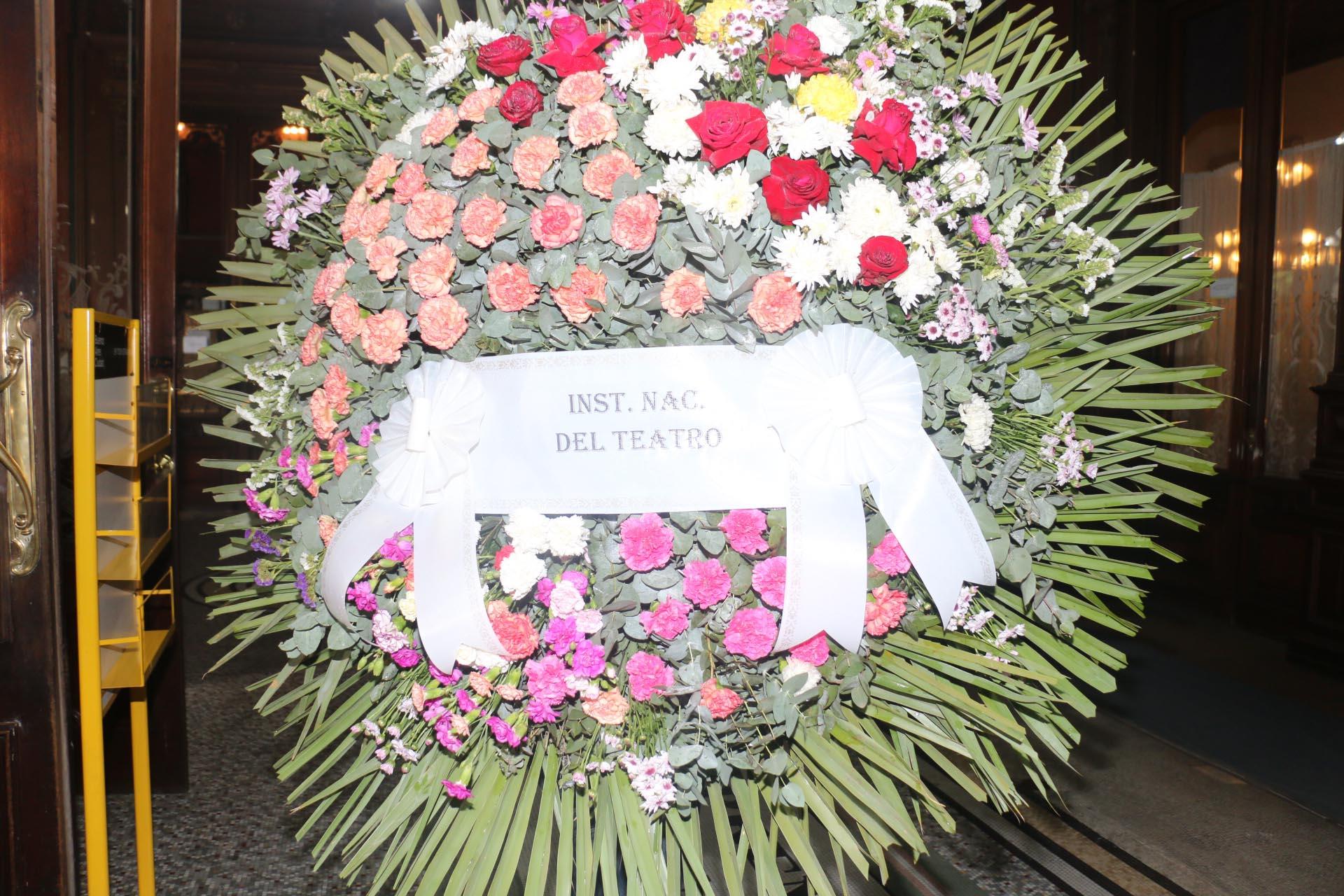 Corona que envió el Instituto Nacional del Teatro (Crédito: Verónica Guerman / Teleshow)