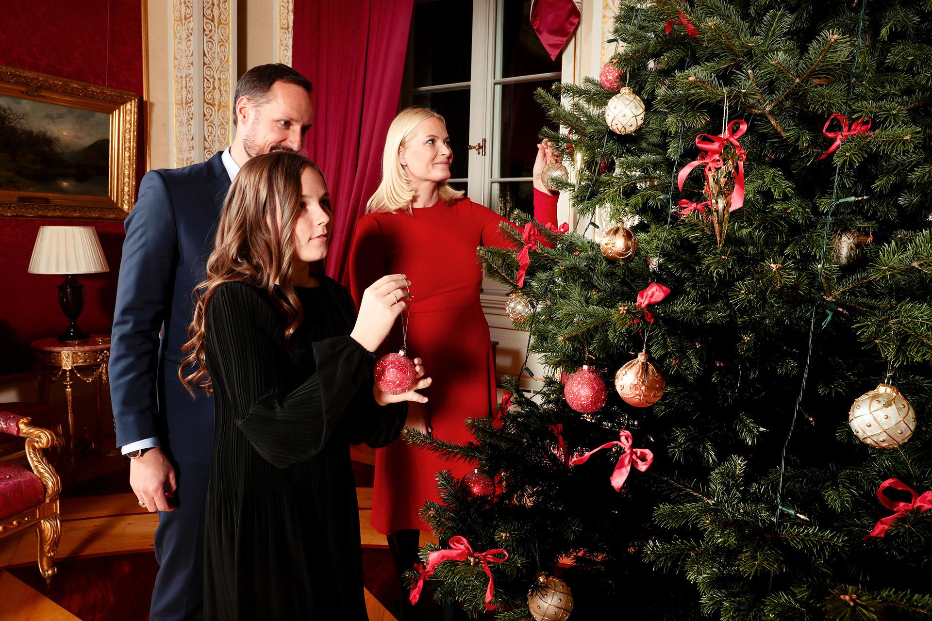 """La boda de Mette-Marit y Haakon se llevó a cabo en 2001, aunque al principio la novia no fue bien vista, ya que ella misma admitió tener un """"pasado inconveniente"""""""