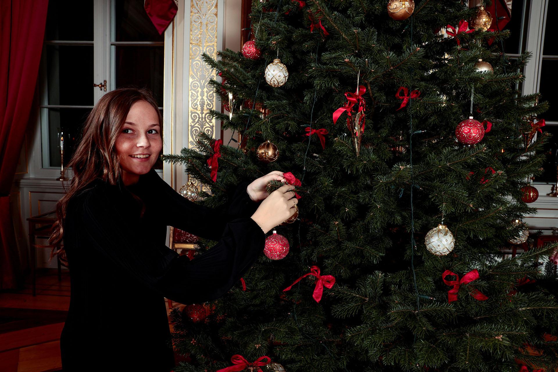 La princesa Ingrid Alexandra (nacida en 2004) y el príncipe Sverre Magnus (nacido en 2005) son los hijos en común que tienen el príncipe Haakon y la princesa Mette-Marit. La pareja real almorzará el 24 de diciembre con un grupo de personas en riesgo de exclusión, dejando de lado la comodidad del Palacio
