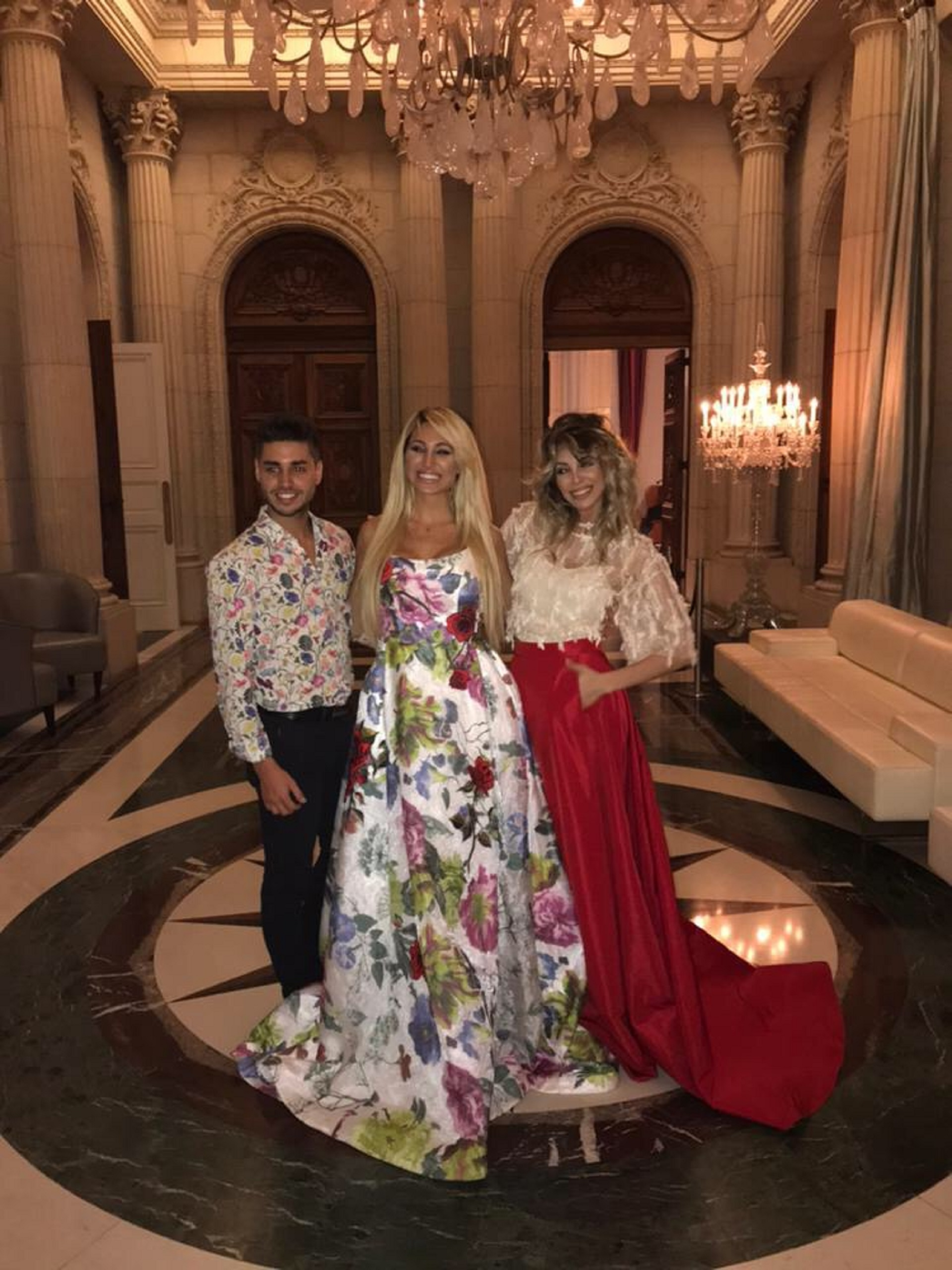 Victoria Xipolitakis junto a sus hermanos Stefi y Nicolás