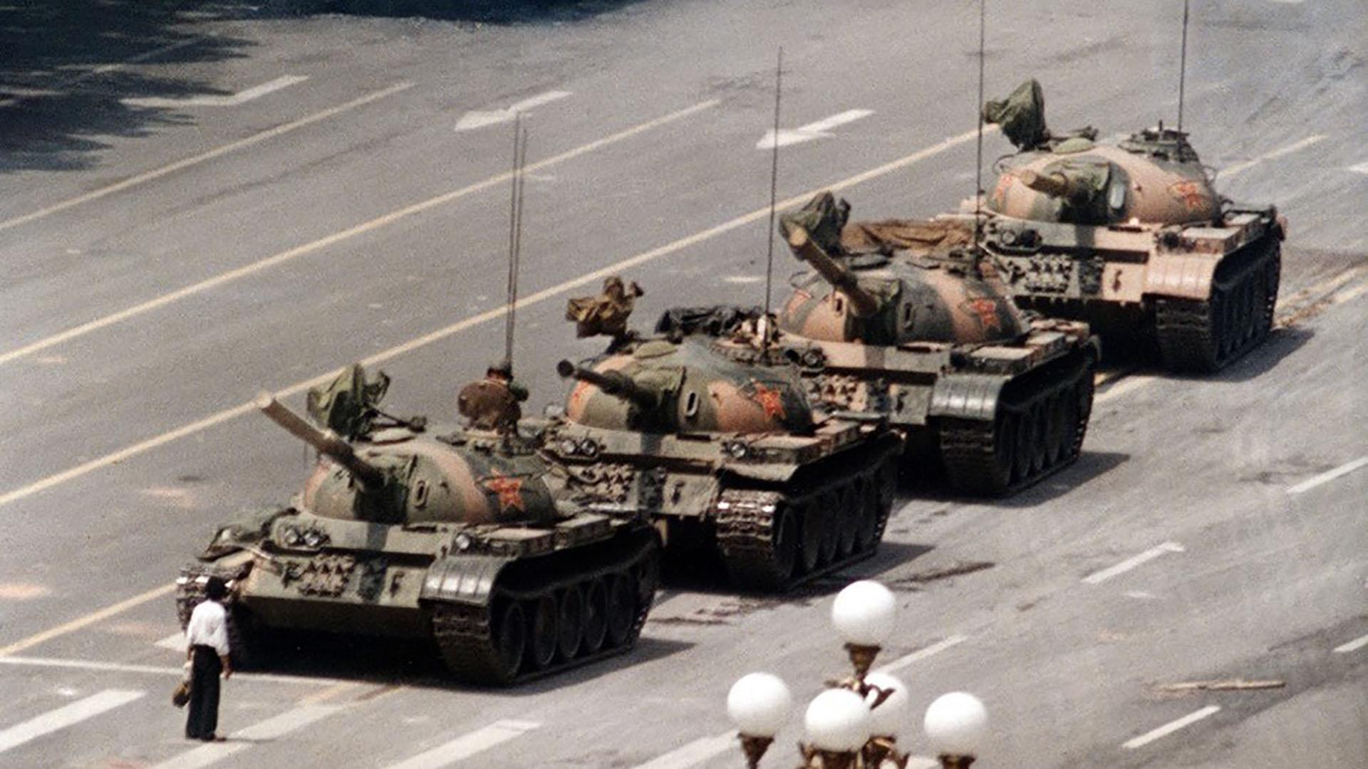 La imagen más famosa de las protestas en Tiananmen (AP)