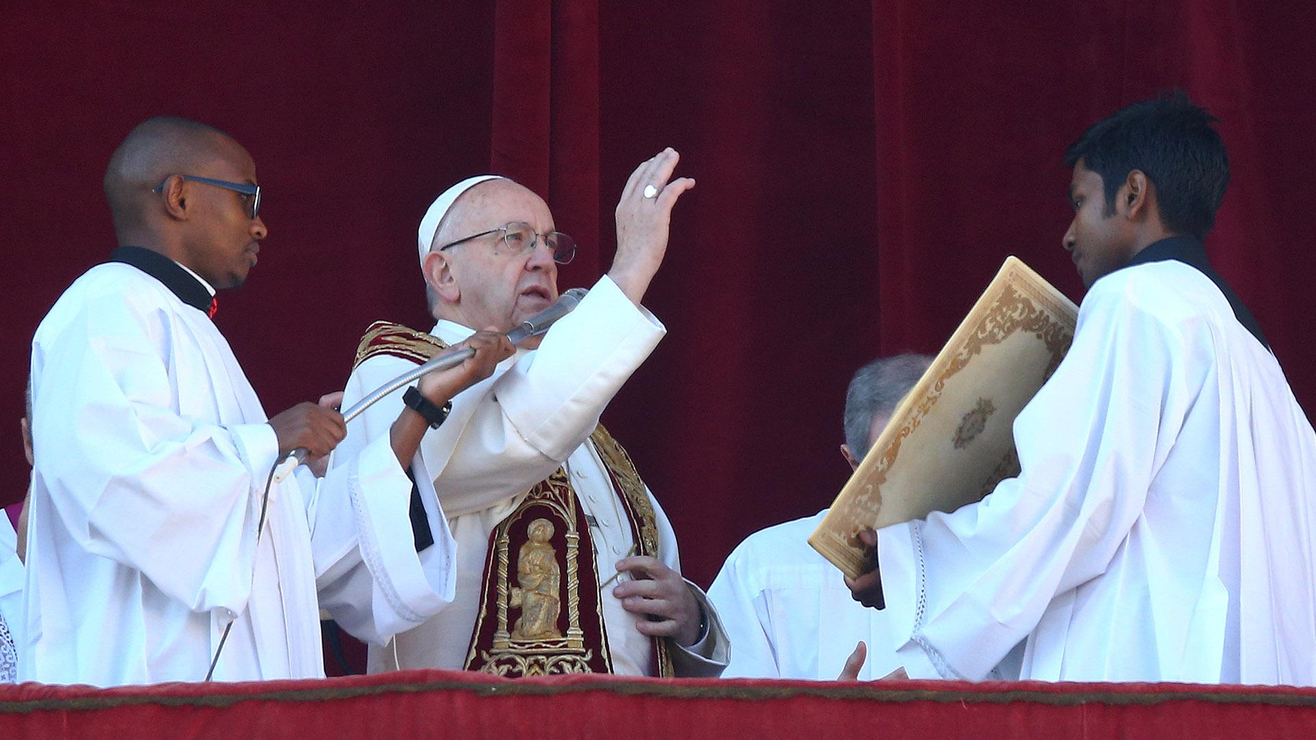 El papa Francisco en su mensaje desde el balcón de la basílica de San Pedro