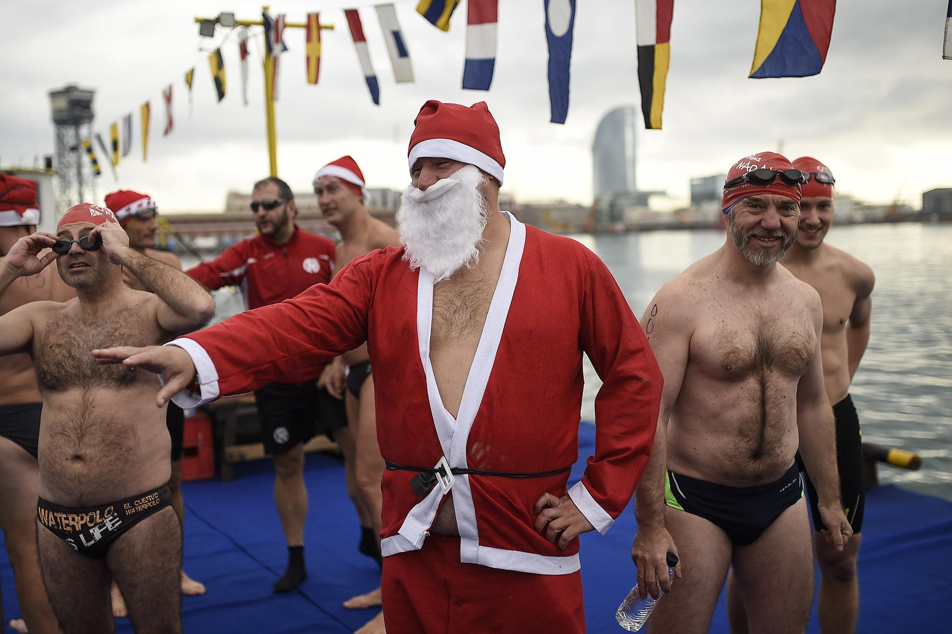 Otra tradición. En Barcelona se realizó la 108° edición de la Copa de Navidad, una carrera de natación de 200 metros que reunió a 300 participantes.
