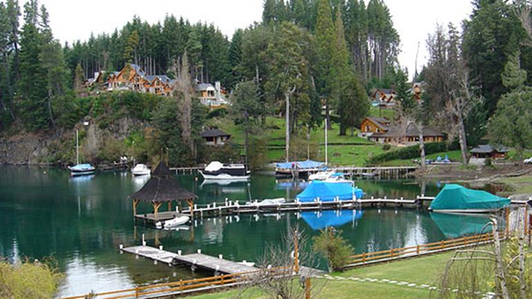 eL Clun Cumelén, donde se hospeda la familia presidencial, es un exclusivo complejo ubicado a tres kilómetros del centro de Villa La Angostura