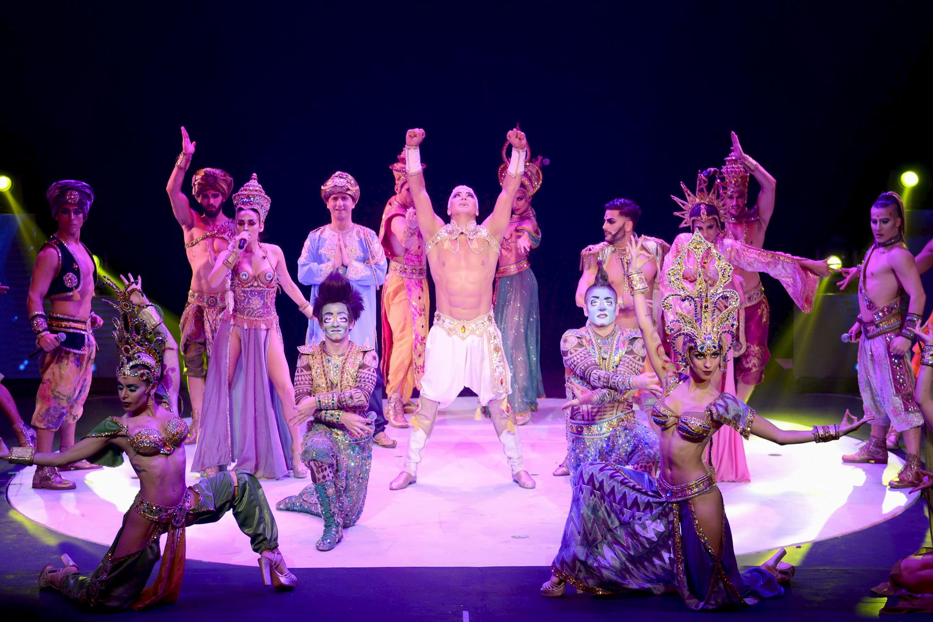 Con un gran despliegue artístico, se estrenó la apuesta de Flavio Mendoza en el Teatro Luxor de Carlos Paz