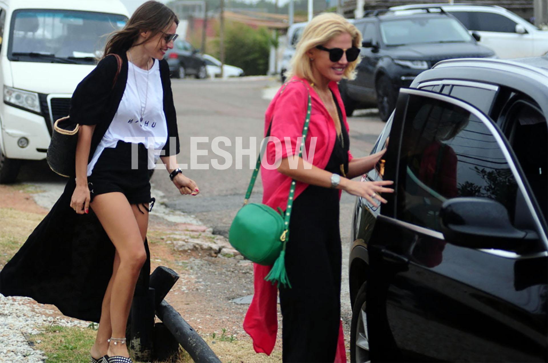 En Punta del Este, Pampita junto con su amiga Barbie Simons salieron a almorzar