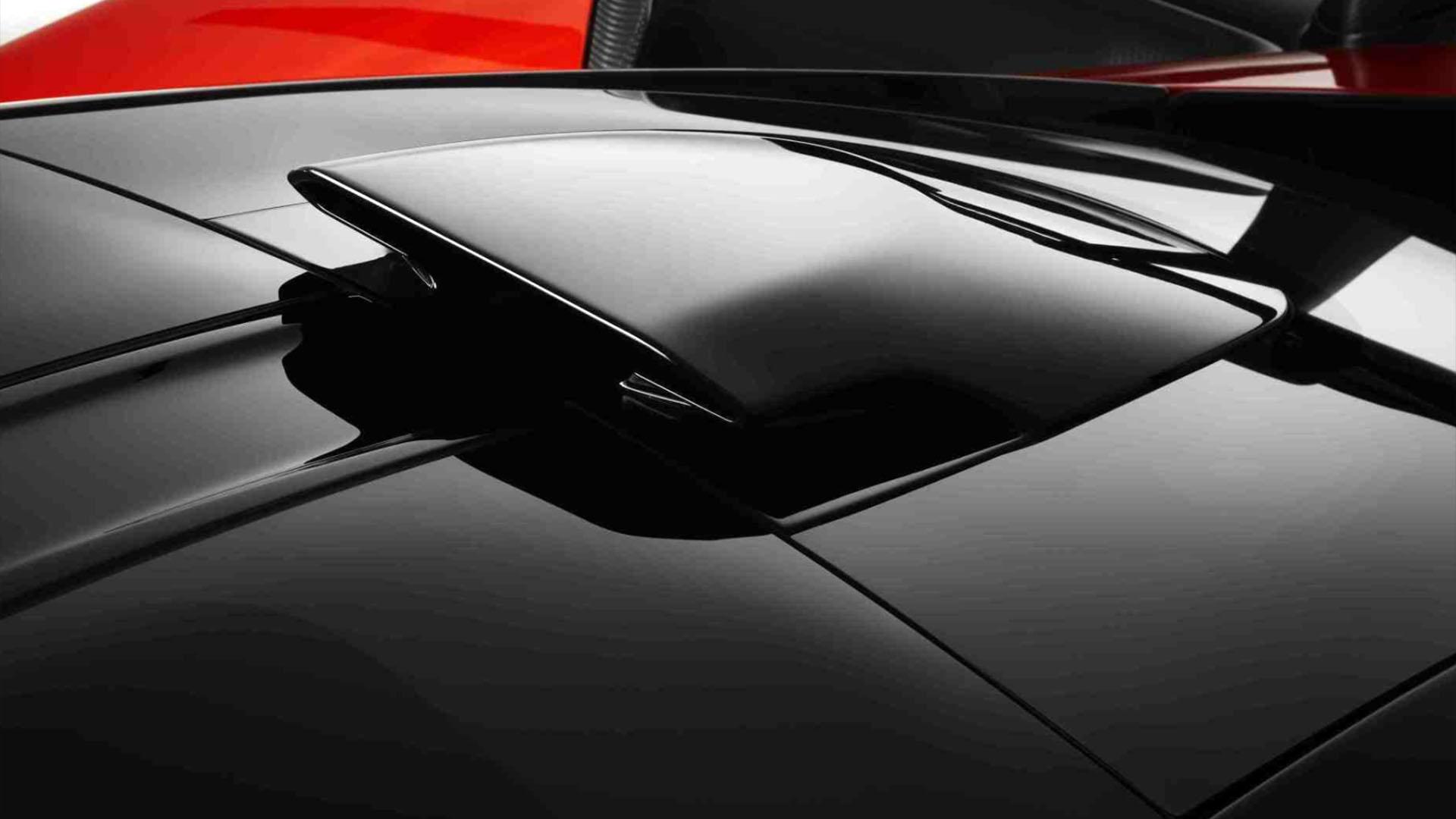 La toma de aire sobre el techo para la admisión del motor es otro de los recursos utilizados para potenciar el rendimiento del McLaren Senna. Todo tiene un propósito de performance deportiva