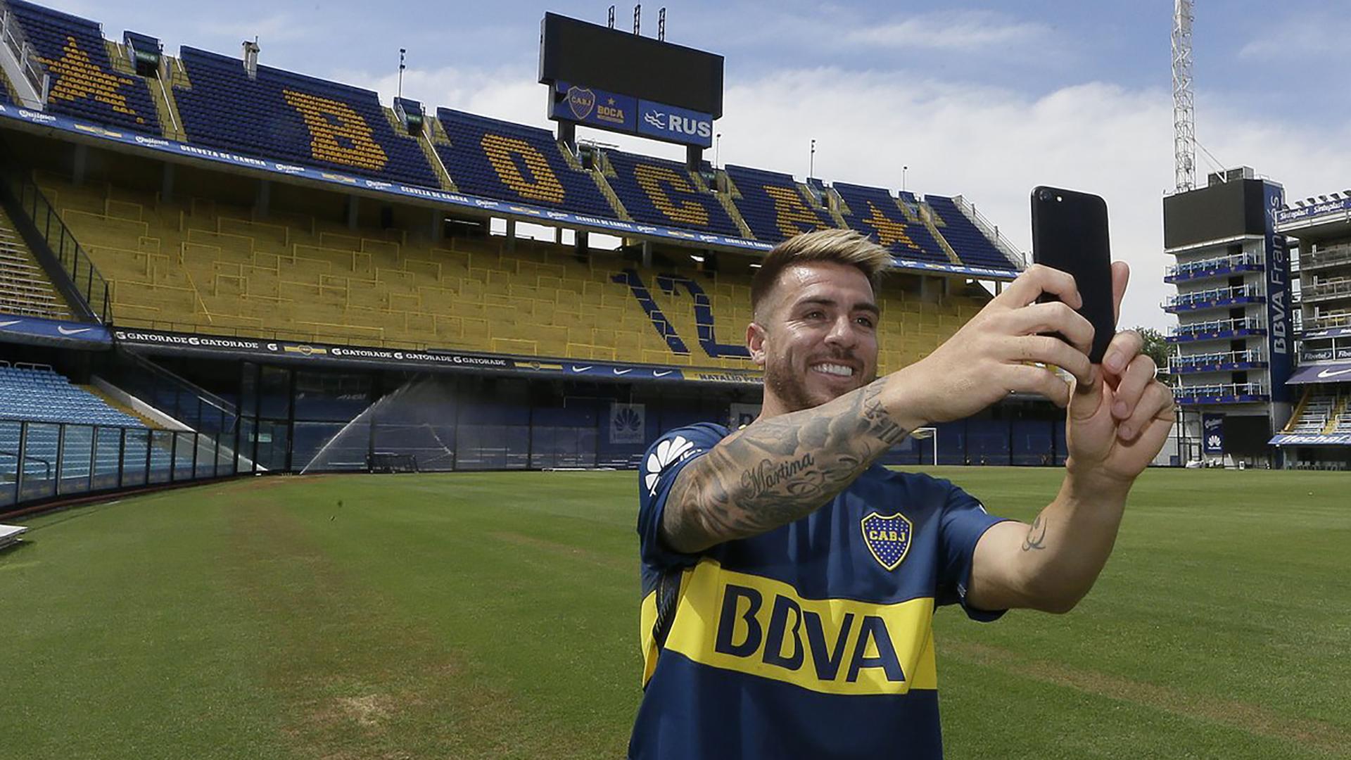 Imagen del día en que Buffarini se incorporó oficialmente a Boca (@BocaJrsOficial)