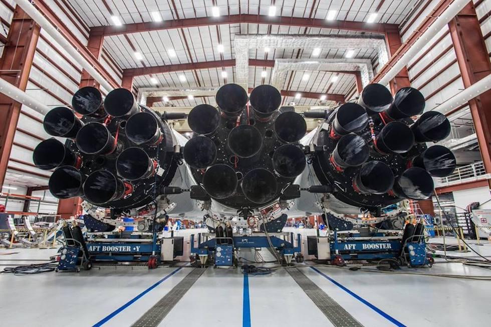 Los 27 motores del Falcon Heavy, construido por la empresa de Elon Musk SpaceX (Elon Musk / SpaceX)